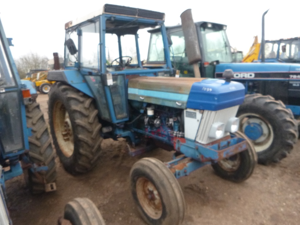 Ford Tractor Gearboxes : Ford wd tractor with floor change gearbox reg no
