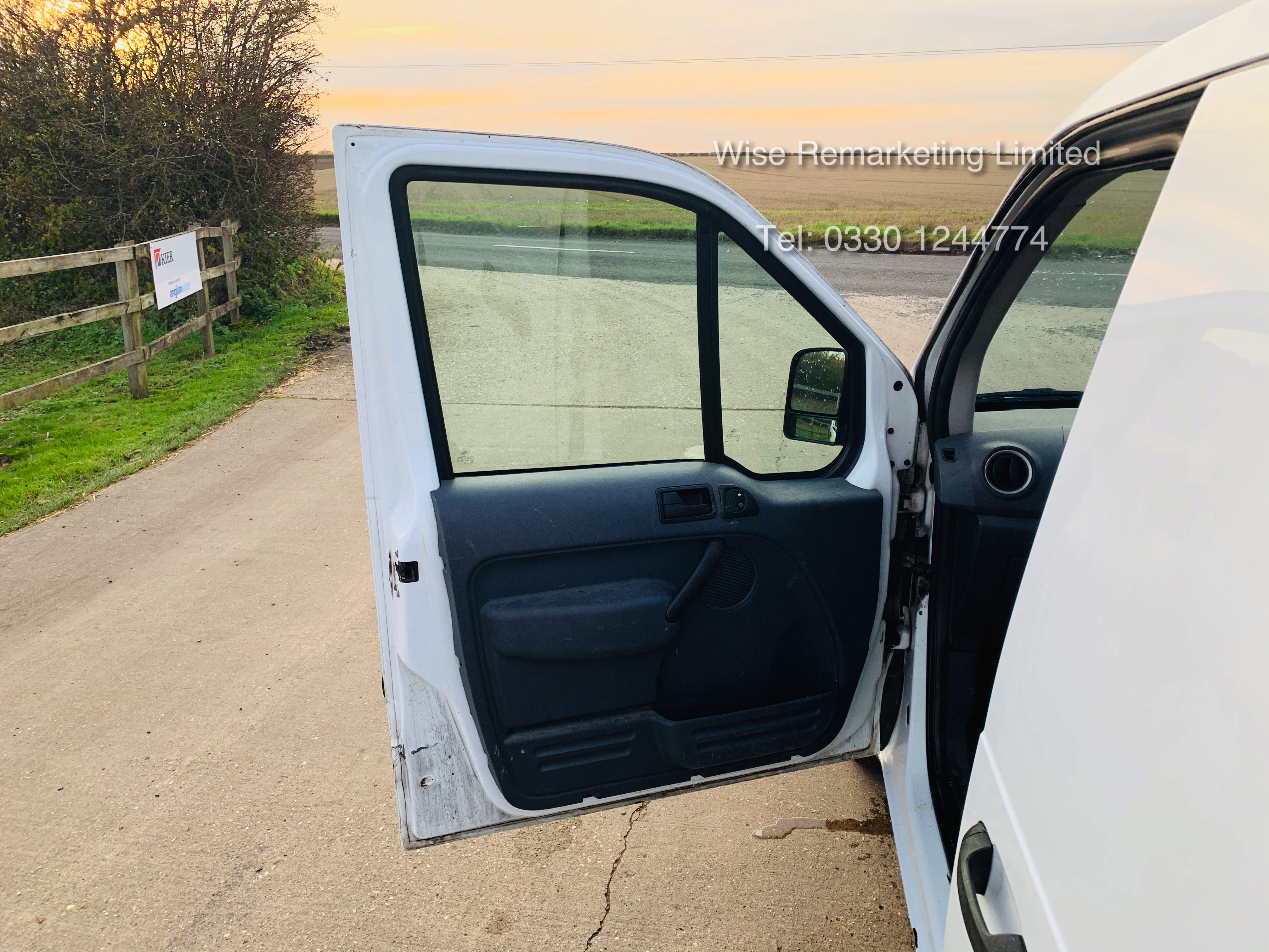 Ford Transit Connect T200 1.8 - 2010 Model - Side Loading Door - Ply Lined - Image 12 of 19