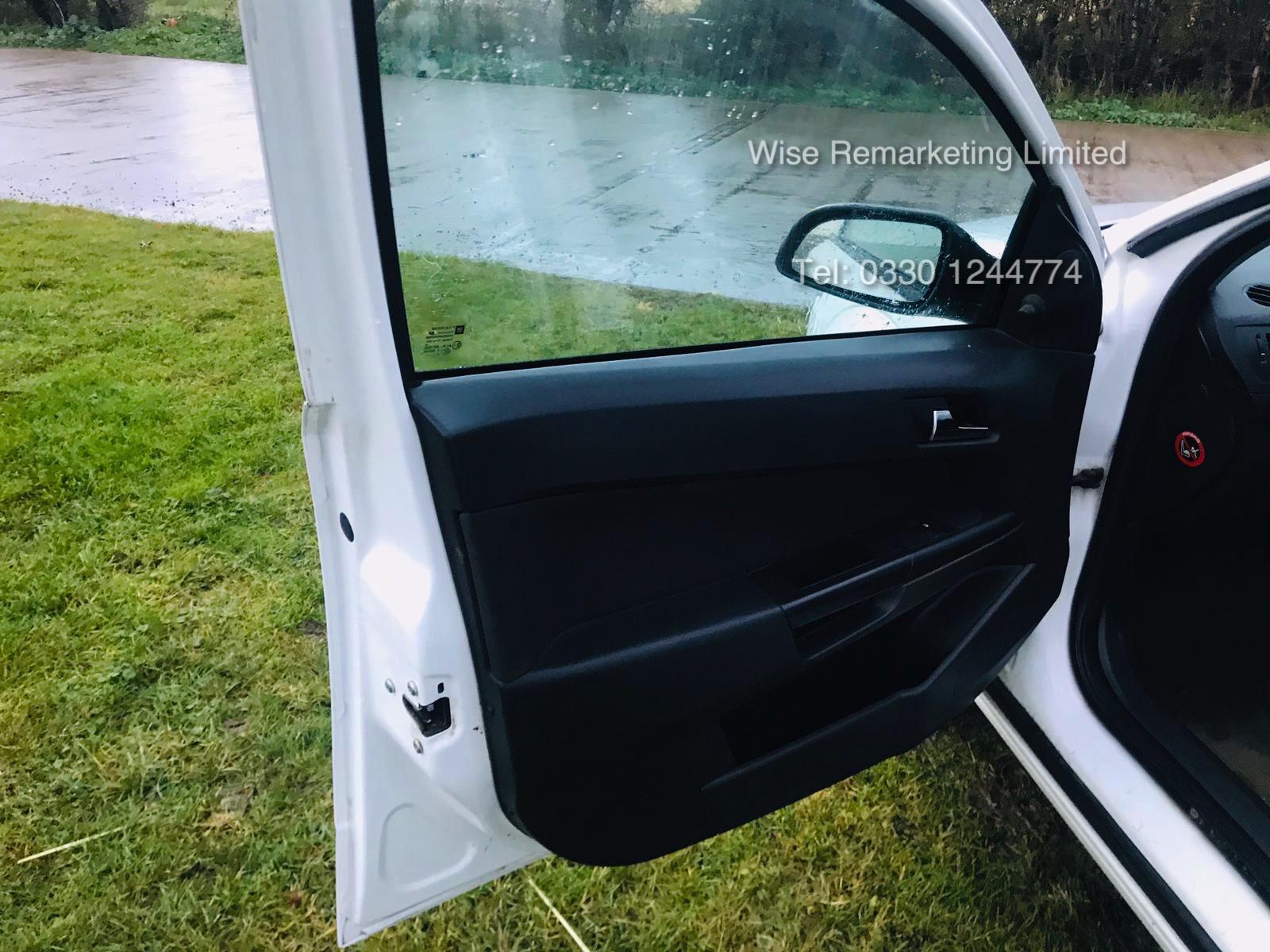 Vauxhall Astra Van 1.3 CDTi - 2011 Model - 5 Seater Crew Van - SAVE 20% NO VAT - Image 9 of 15