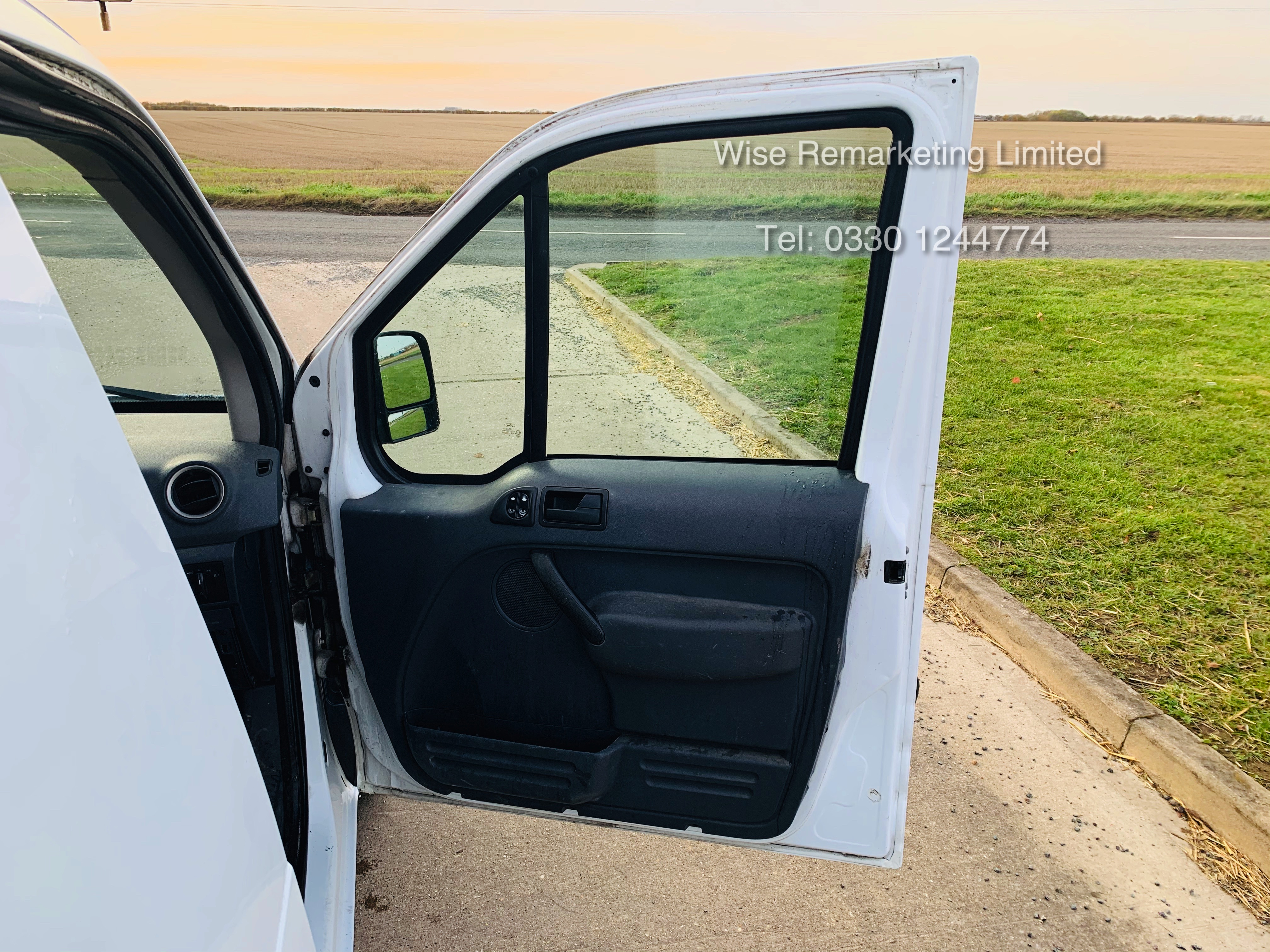 Ford Transit Connect T200 1.8 - 2010 Model - Side Loading Door - Ply Lined - Image 13 of 19