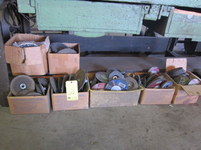 Lot 22 - LOT OF GRINDING DISCS, assorted (under one bench)