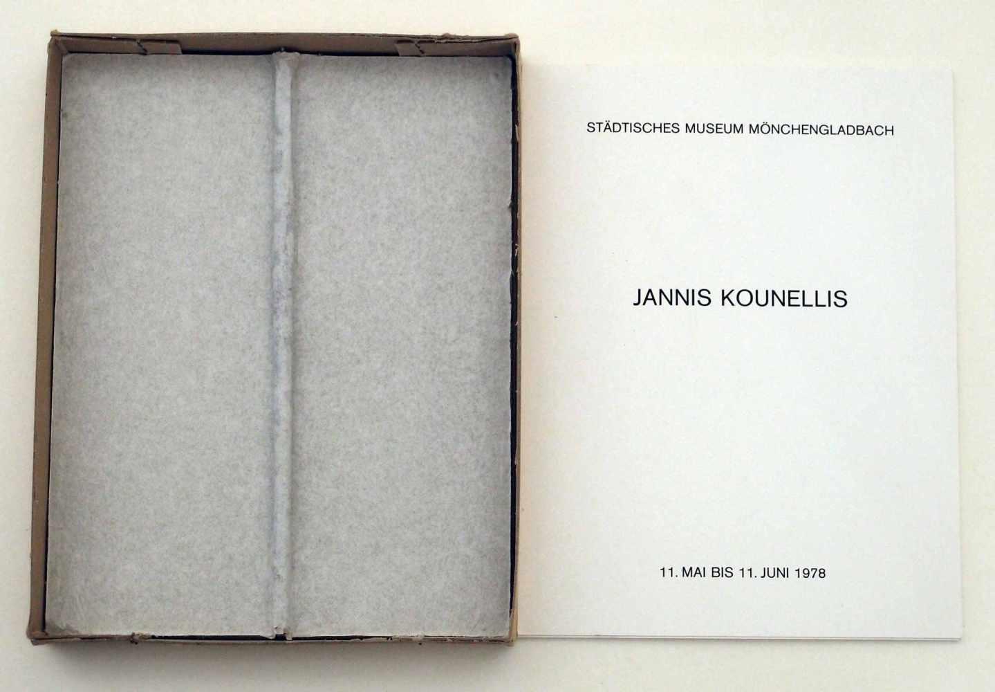 Iannis KounellisPiräus 1938 - 2017 RomKassettenkatalog Mönchengladbach. Gipsrelief mit drei Text-