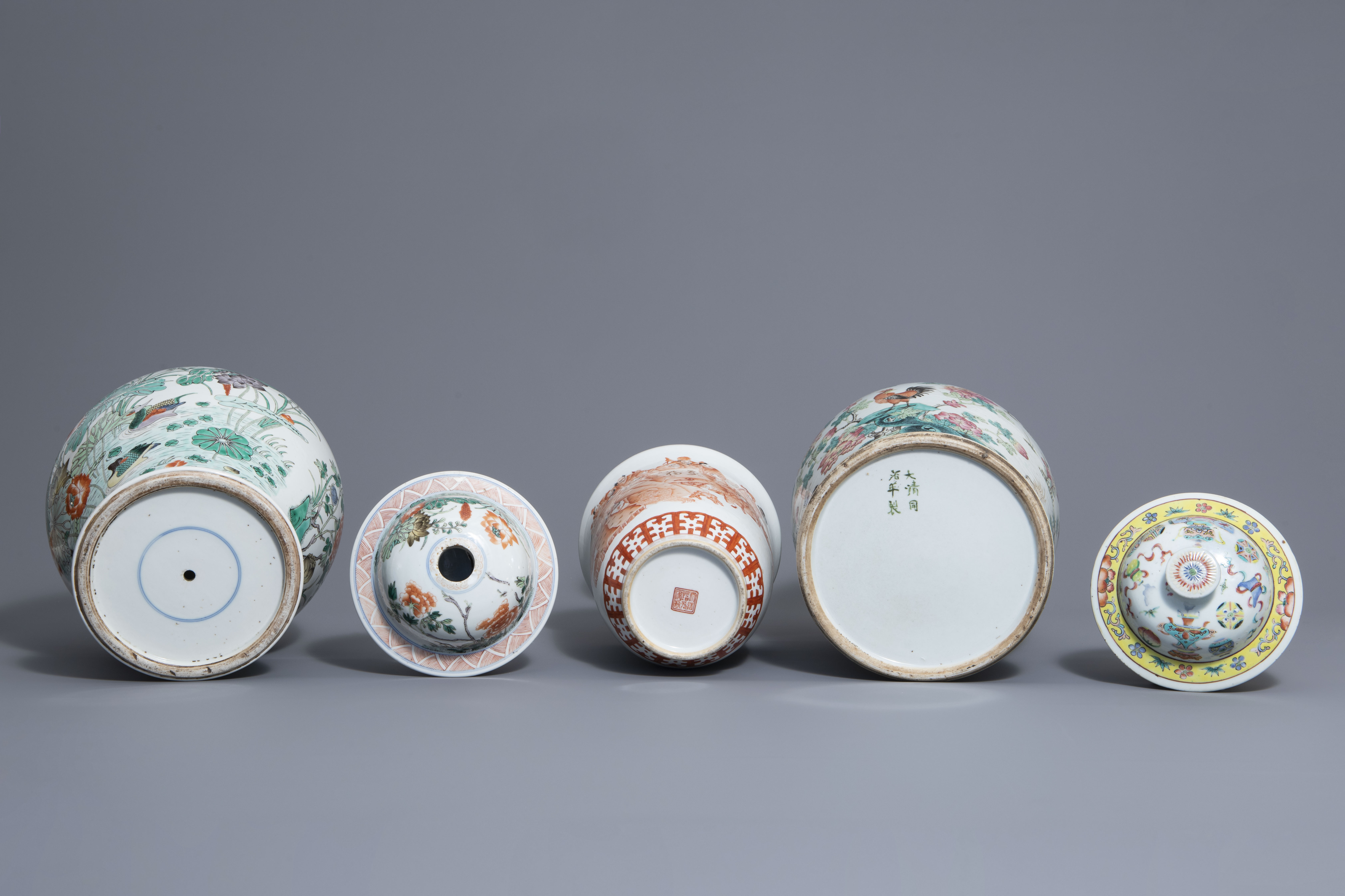 Three Chinese famille rose, verte and iron red vases with different designs, 19th/20th C. - Image 7 of 7