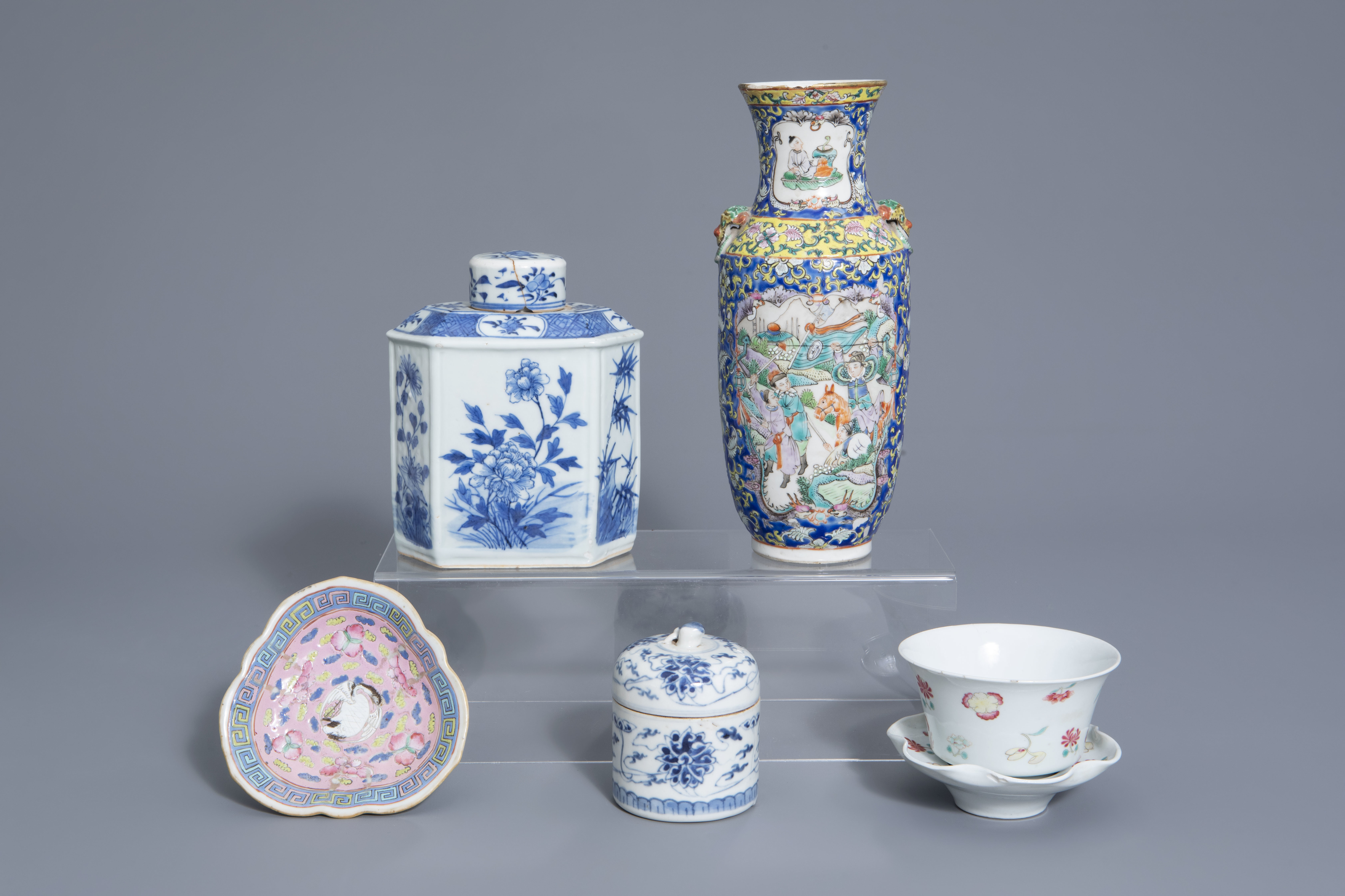 A varied collection of Chinese blue and white and famille rose porcelain, 19th/20th C.