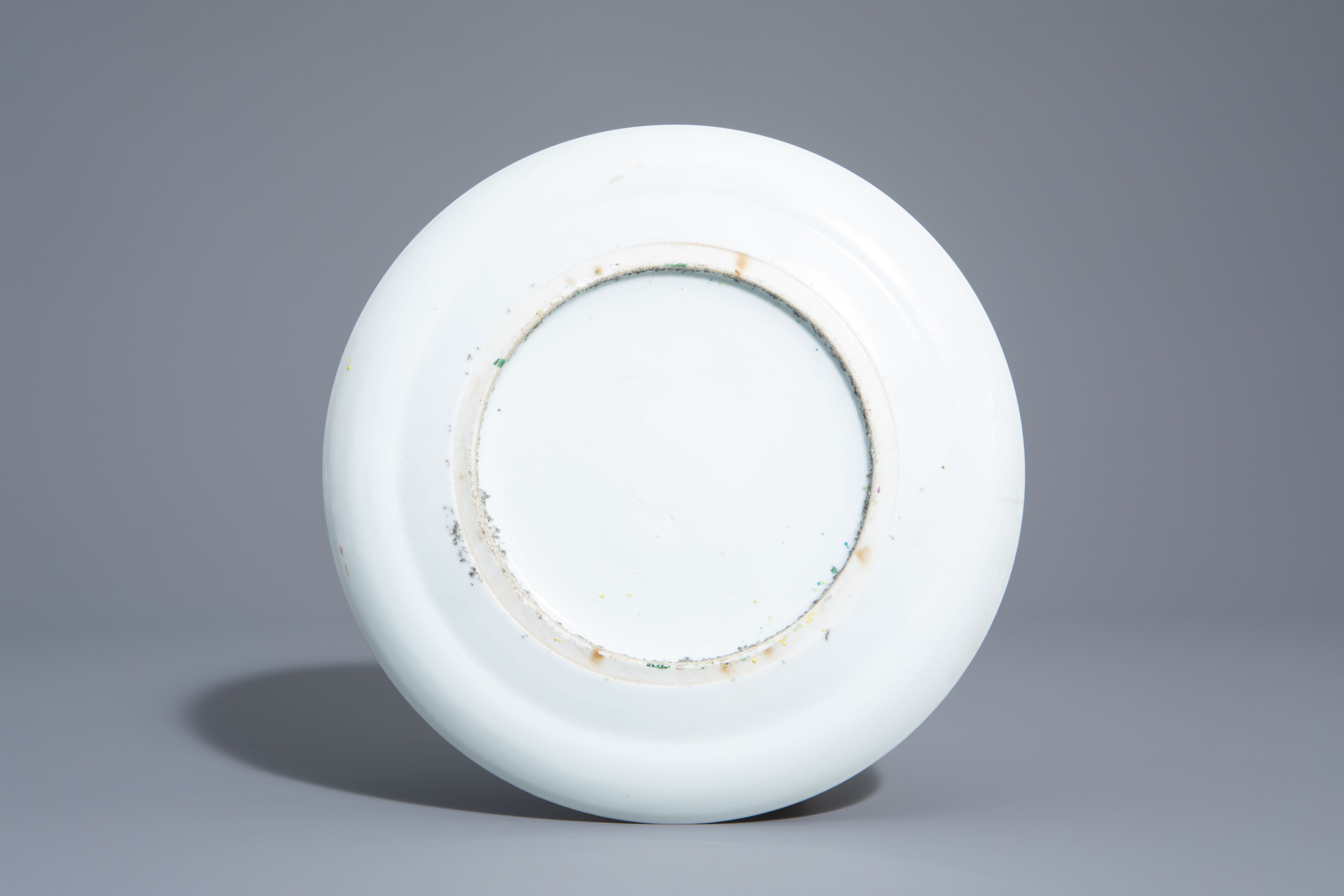 A varied collection of Chinese qianjiang cai and famille rose porcelain, 19th/20th C. - Image 5 of 11