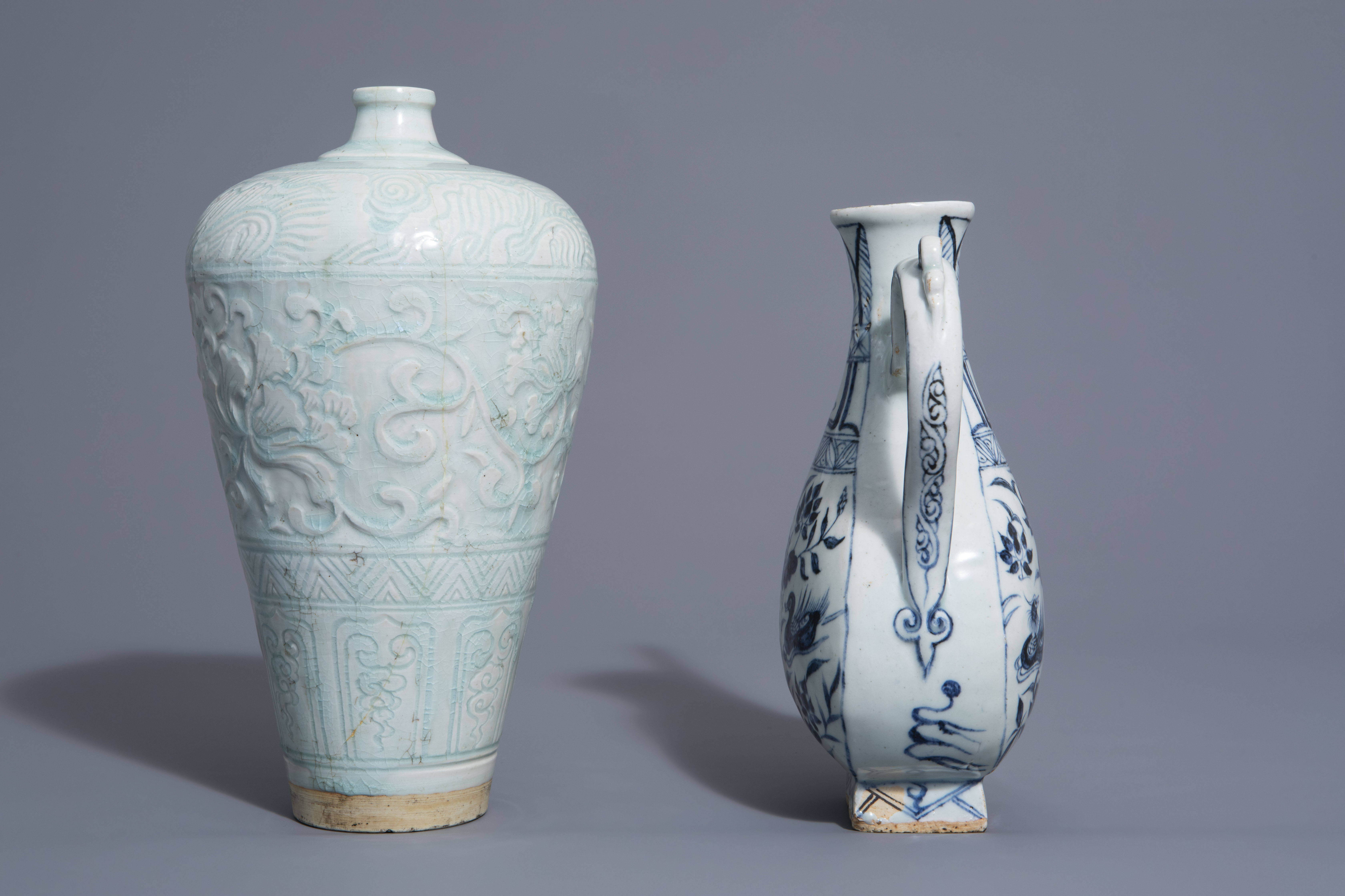 A Chinese blue and white jug and a qingbai vase in Yuan style, 19th/20th C. - Image 2 of 6