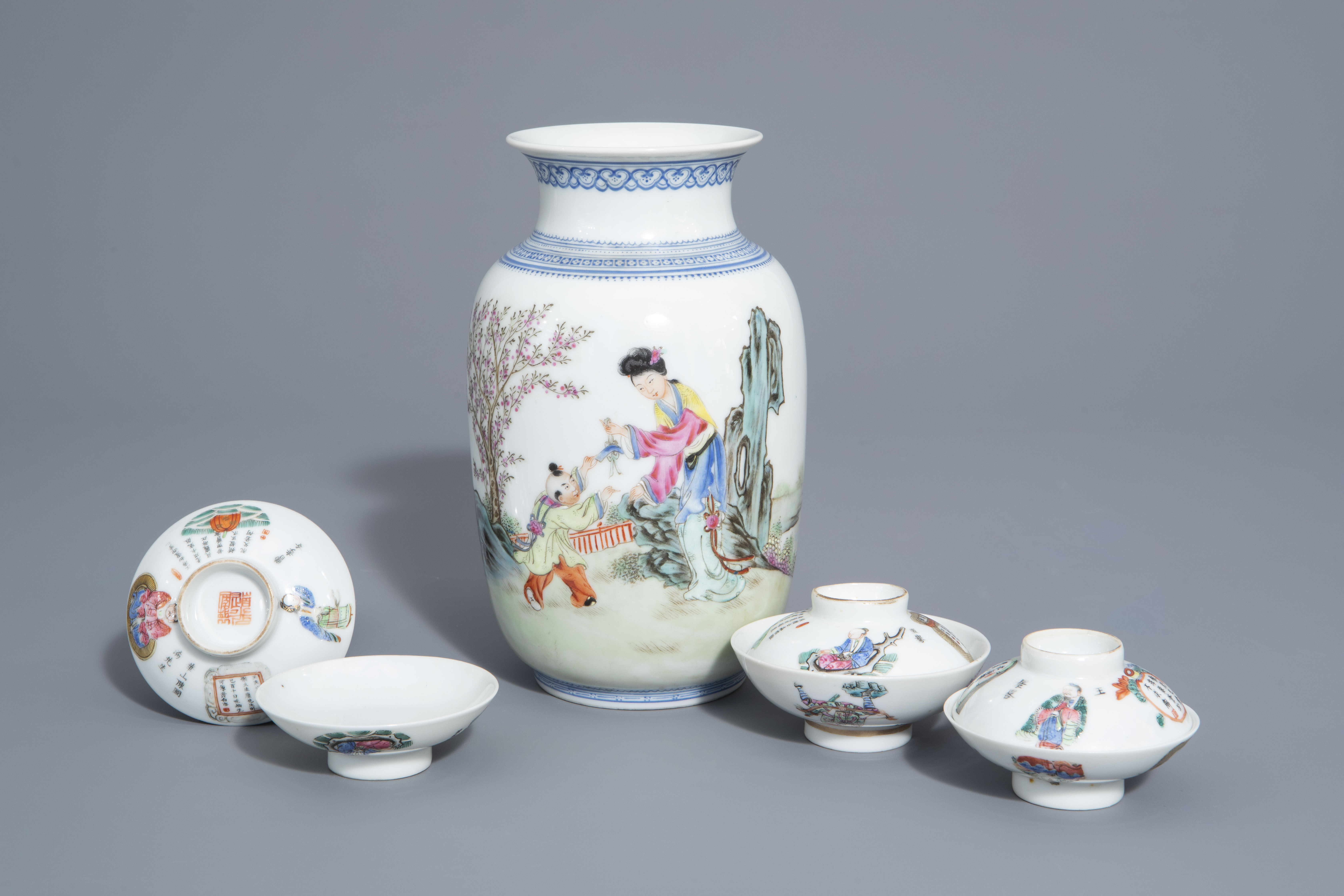A Chinese famille rose eggshell vase and six 'Wu Shuang Pu' covers, 19th/20th C.