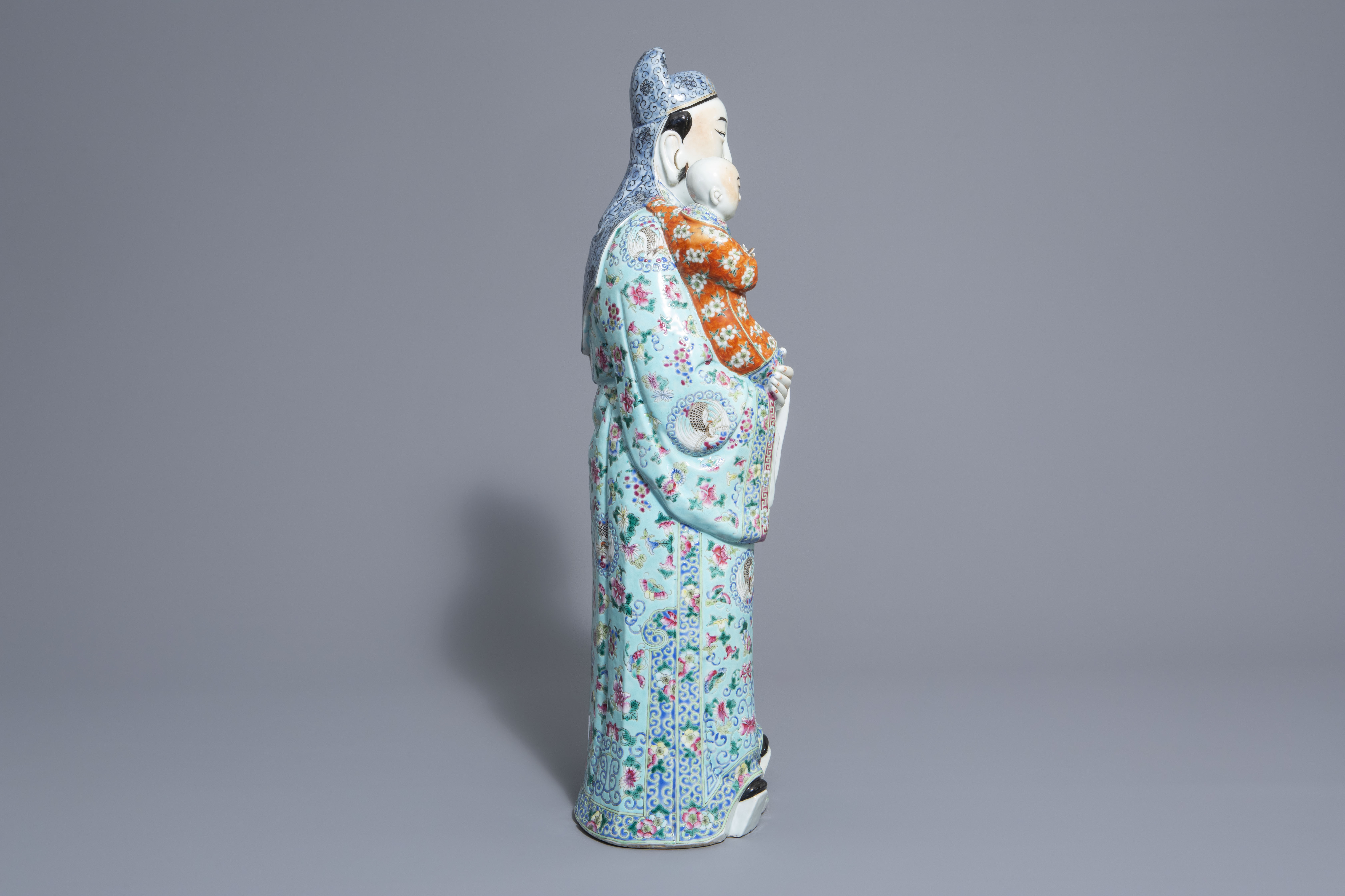 A Chinese famille rose Fu Xing figure, 19th/20th C. - Image 3 of 8