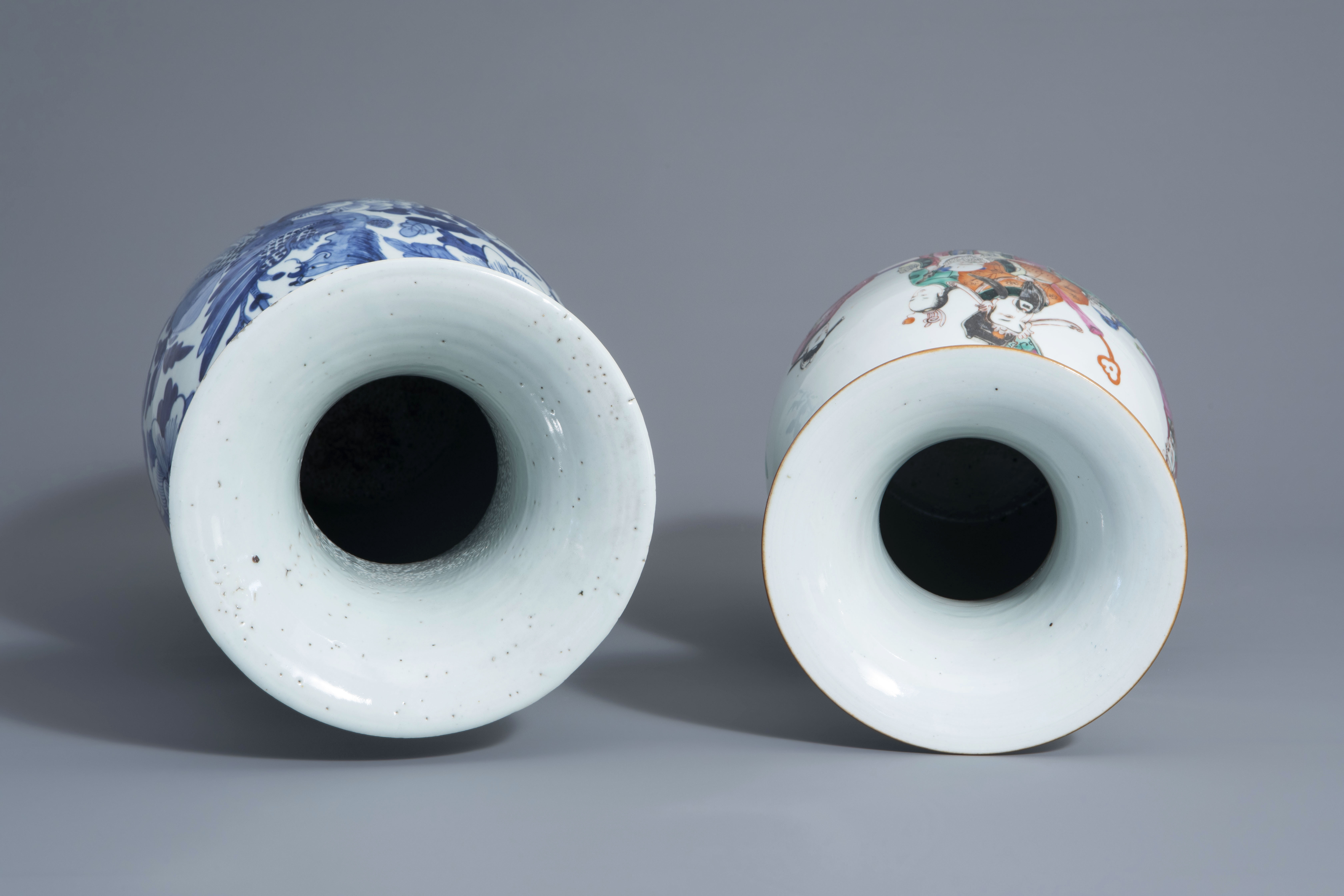 Two Chinese famille rose and blue and white vases with different designs, 19th/20th C. - Image 5 of 6