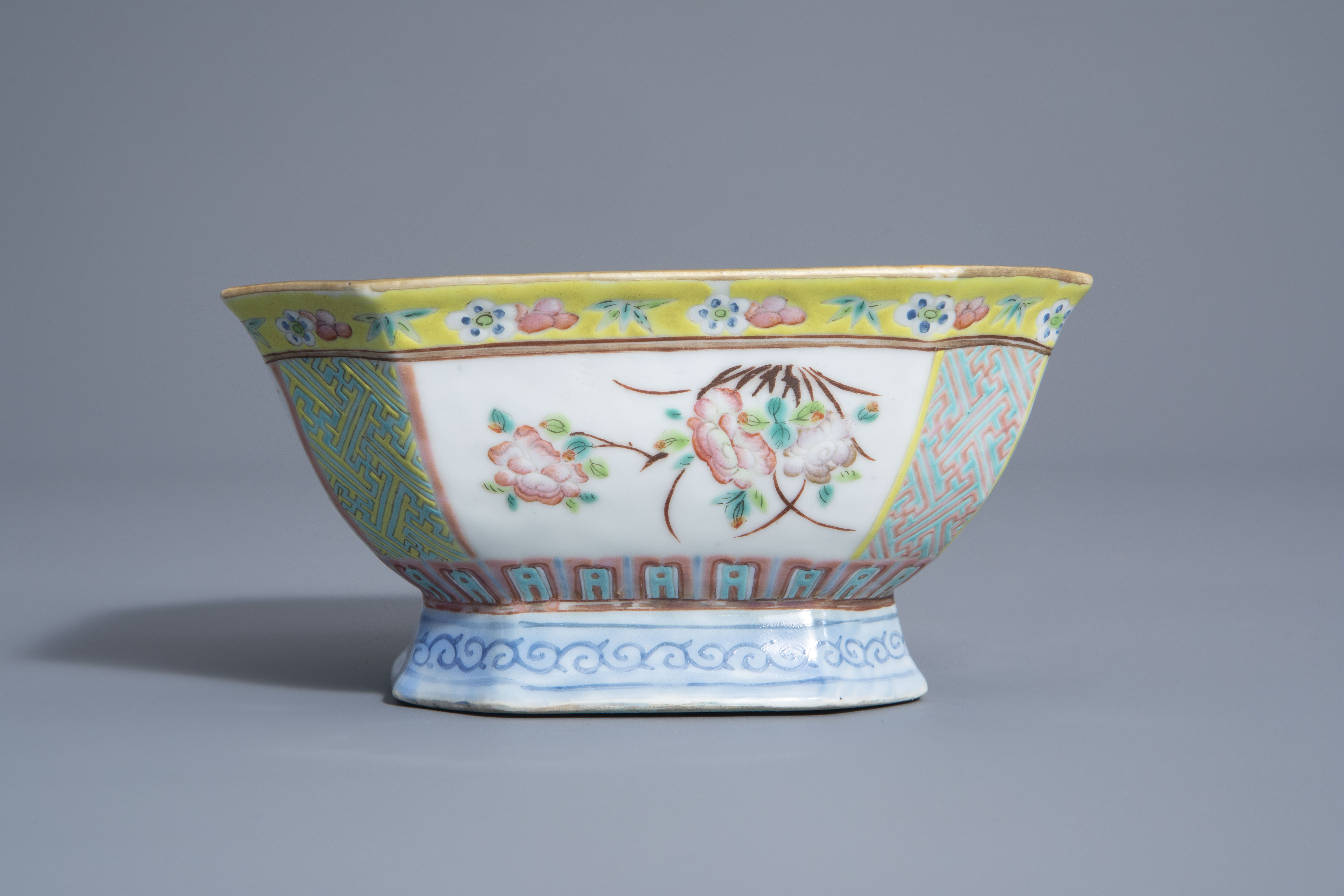 A Chinese famille rose octagonal bowl with floral design, Qianlong mark, 19th C. - Image 5 of 7