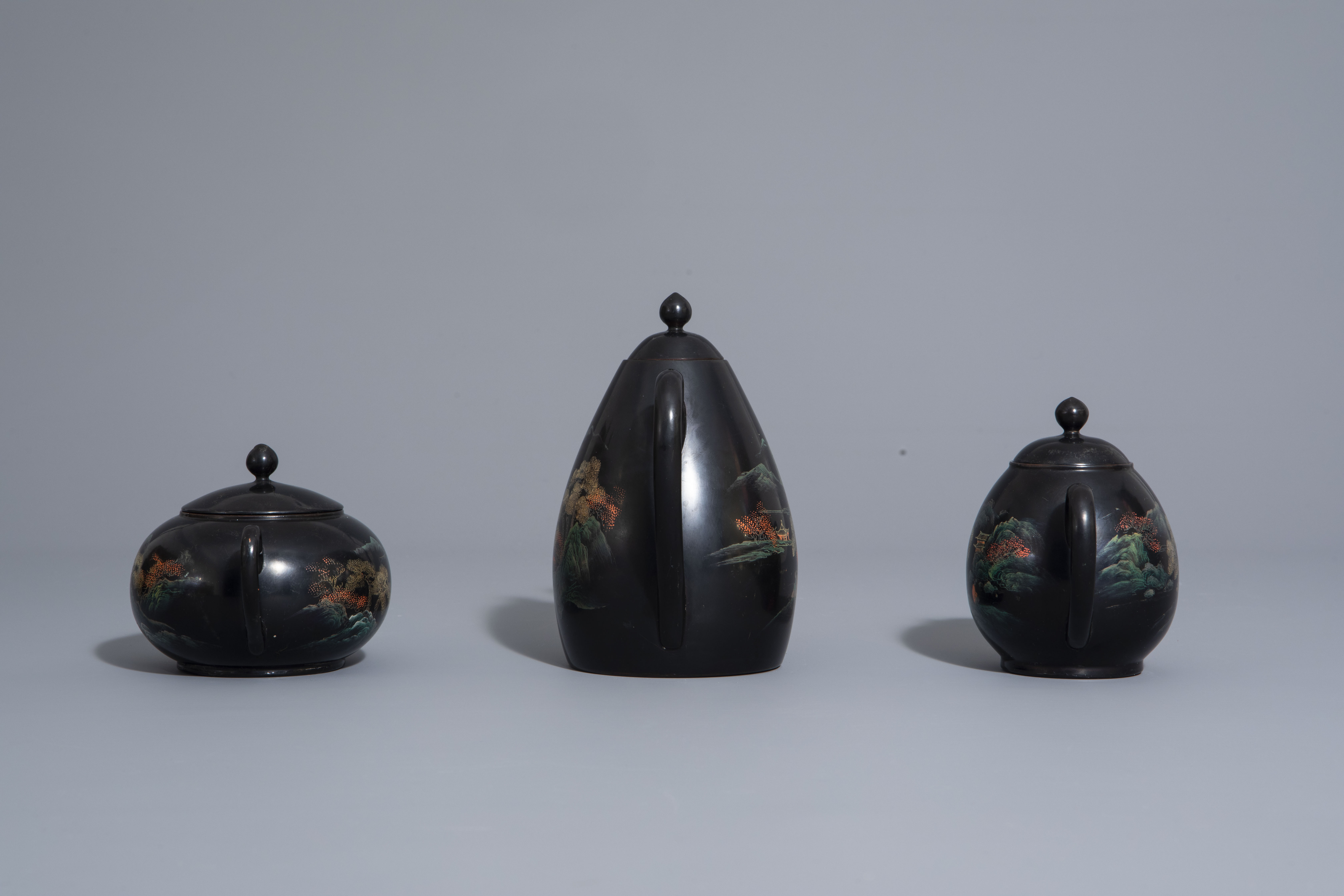 An extensive Chinese Foochow lacquer Shen Shao'an style coffee and tea service, 20th C. - Image 3 of 23