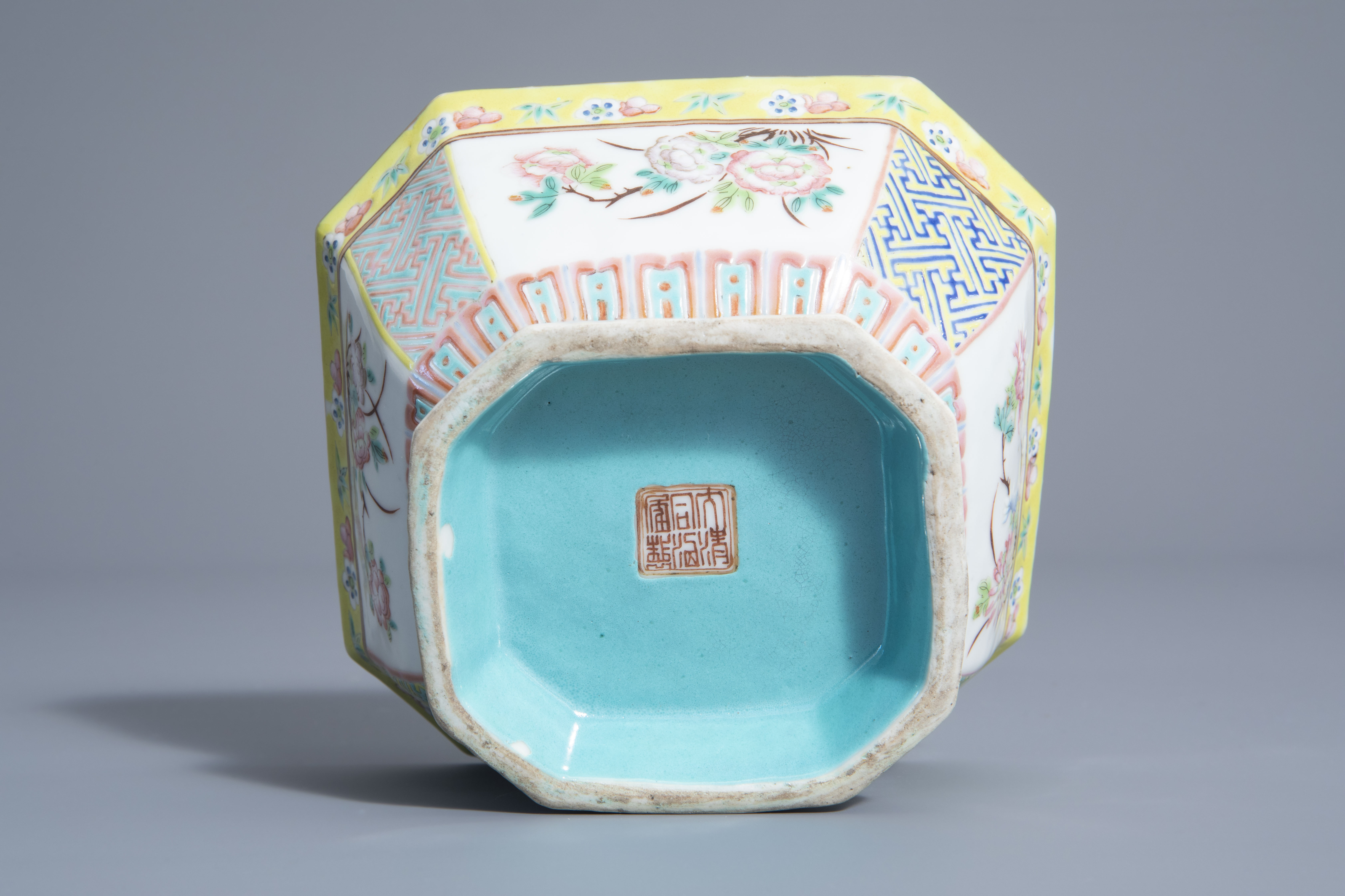 A Chinese famille rose octagonal bowl with floral design, Qianlong mark, 19th C. - Image 6 of 7