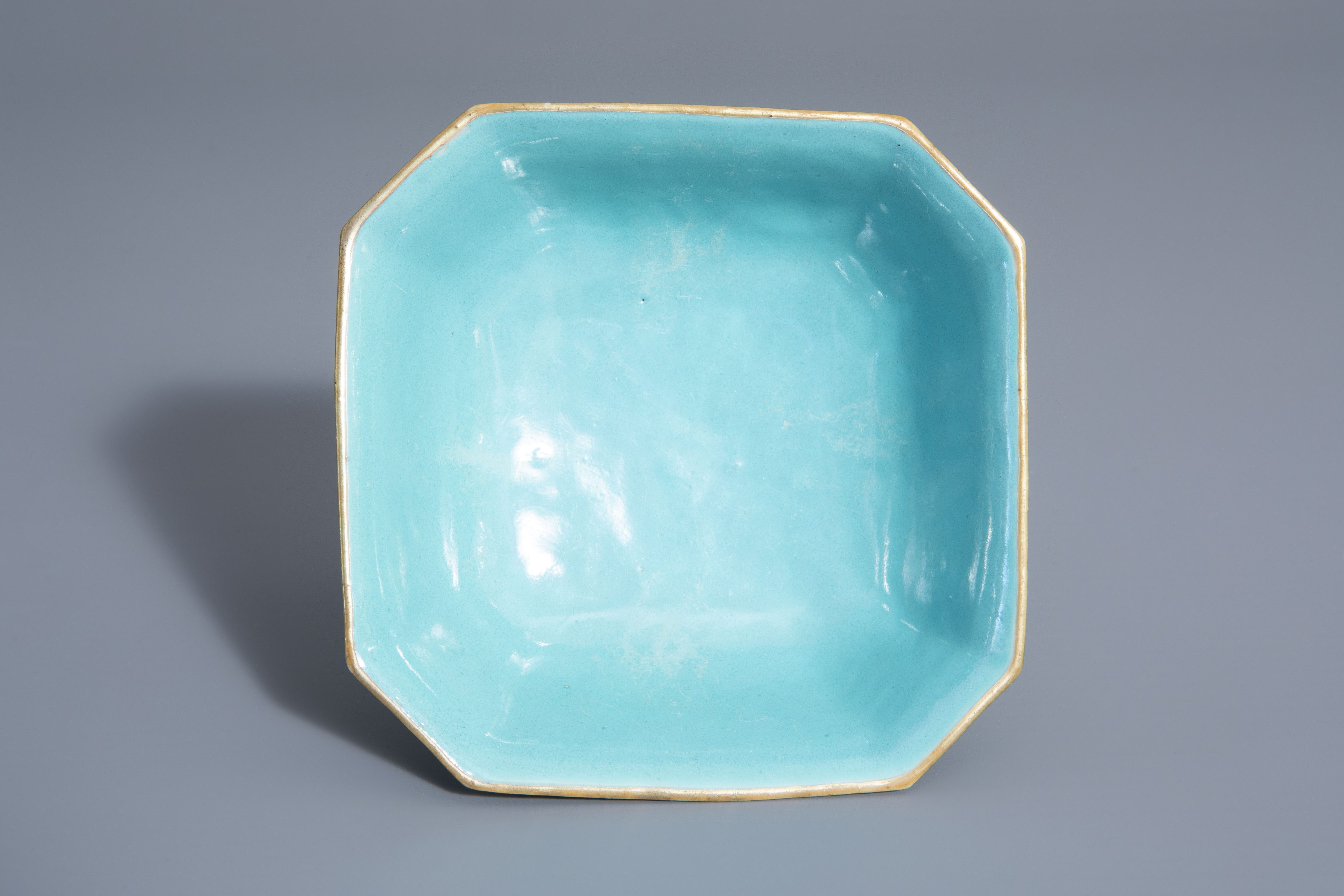 A Chinese famille rose octagonal bowl with floral design, Qianlong mark, 19th C. - Image 7 of 7