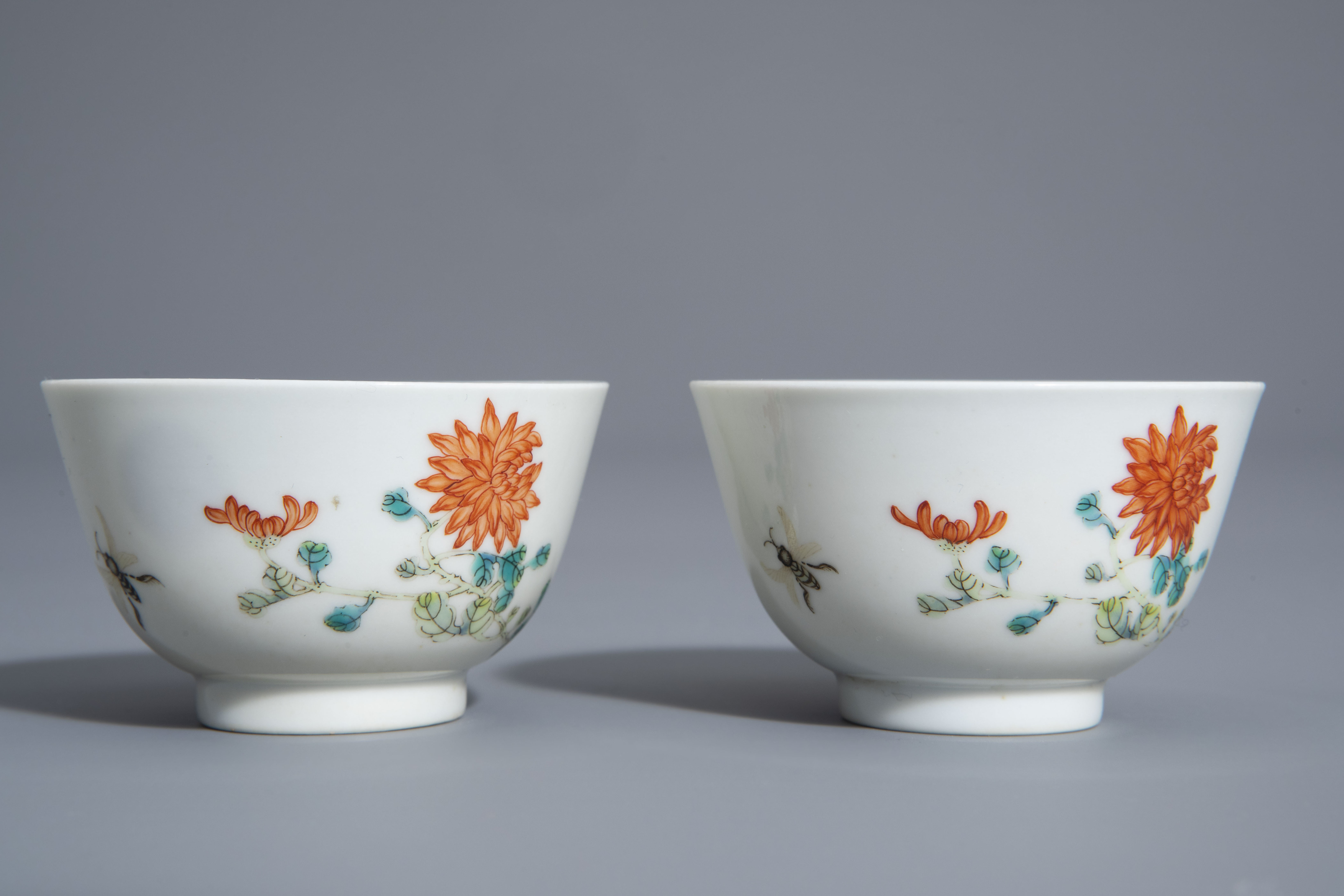 A pair of Chinese famille rose 'floral' cups, Guangxu mark, 19th/20th C. - Image 4 of 8