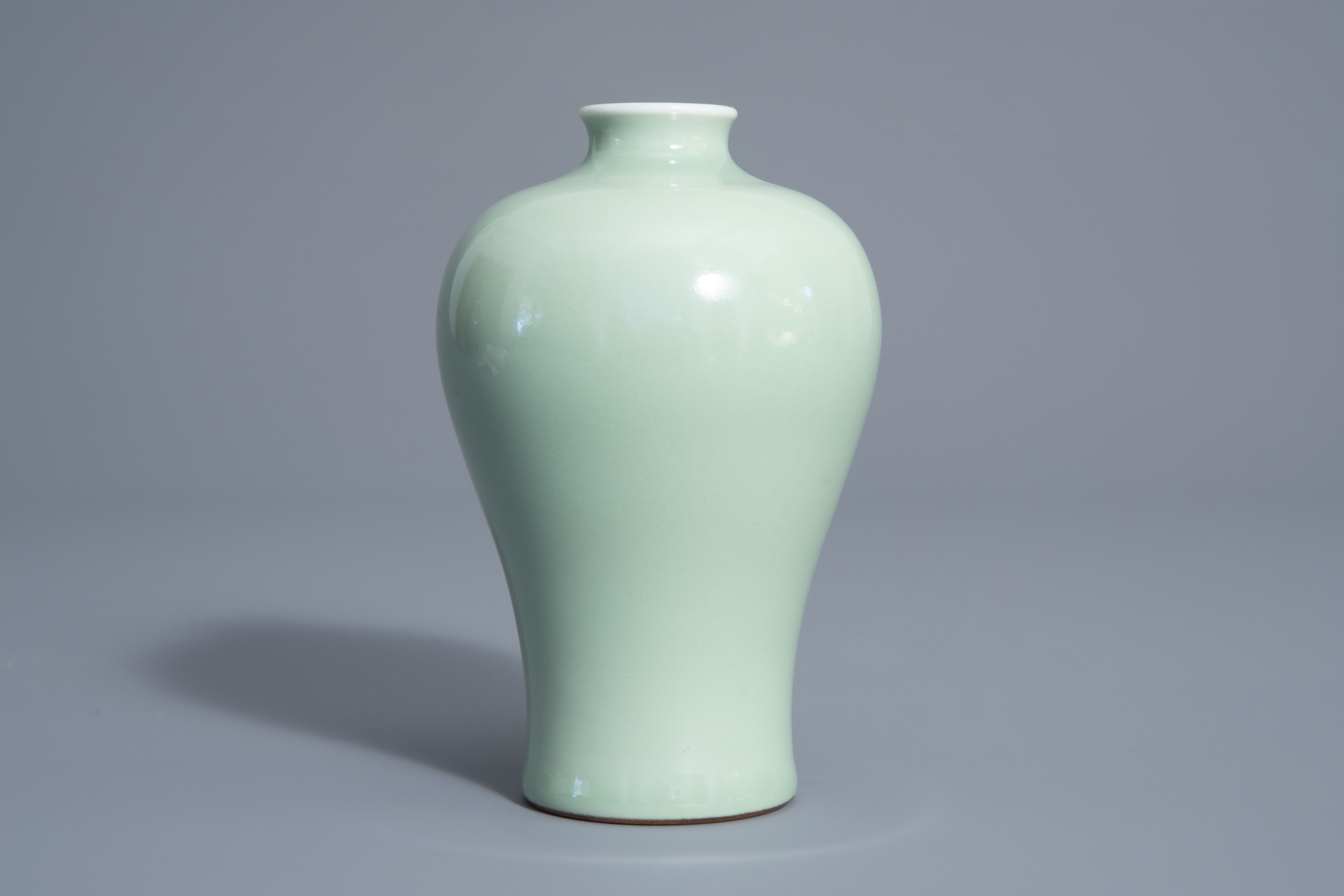 A Chinese monochrome celadon meiping vase, Qianlong mark, 19th/20th C. - Image 3 of 6