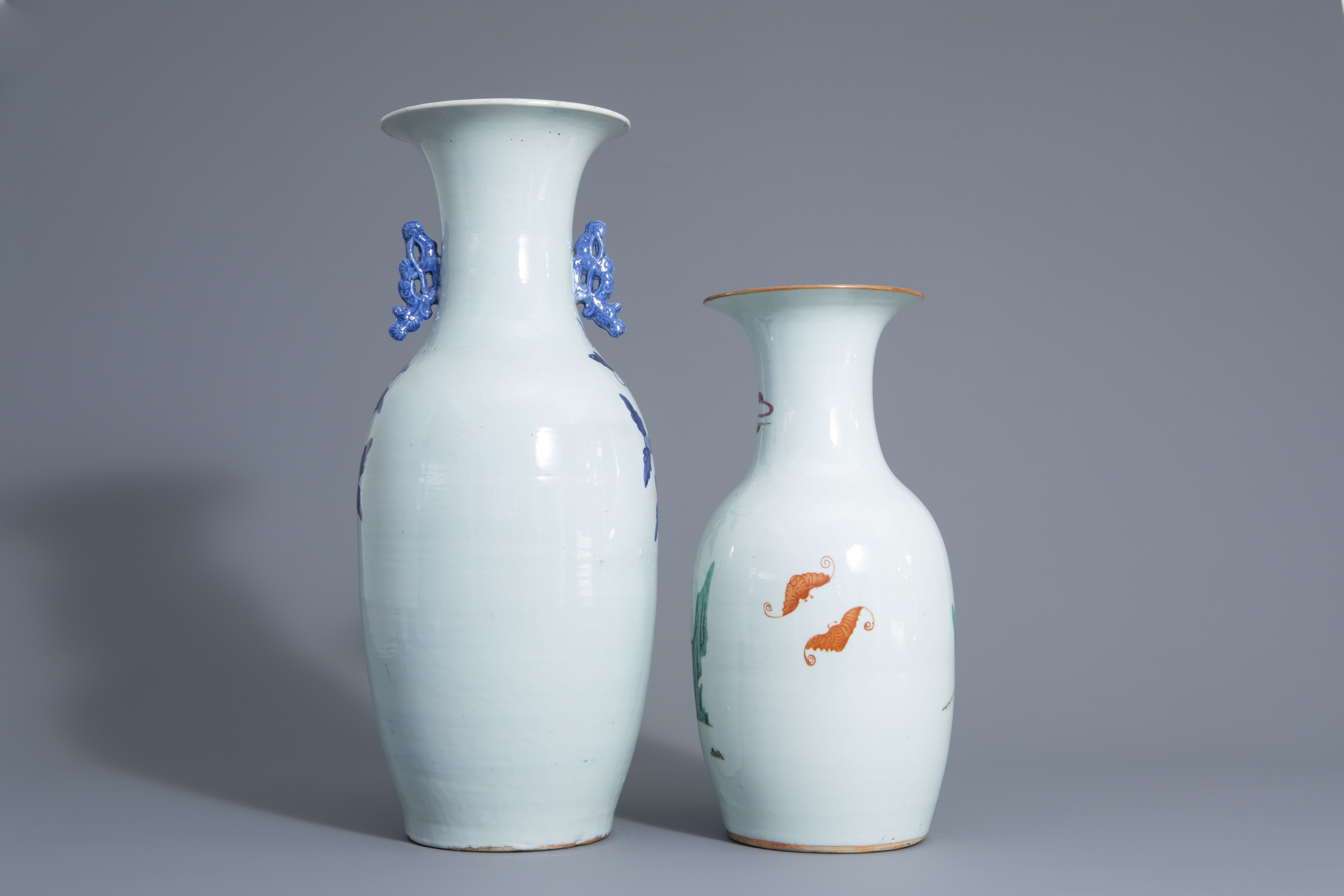 Two Chinese famille rose and blue and white vases with different designs, 19th/20th C. - Image 3 of 6