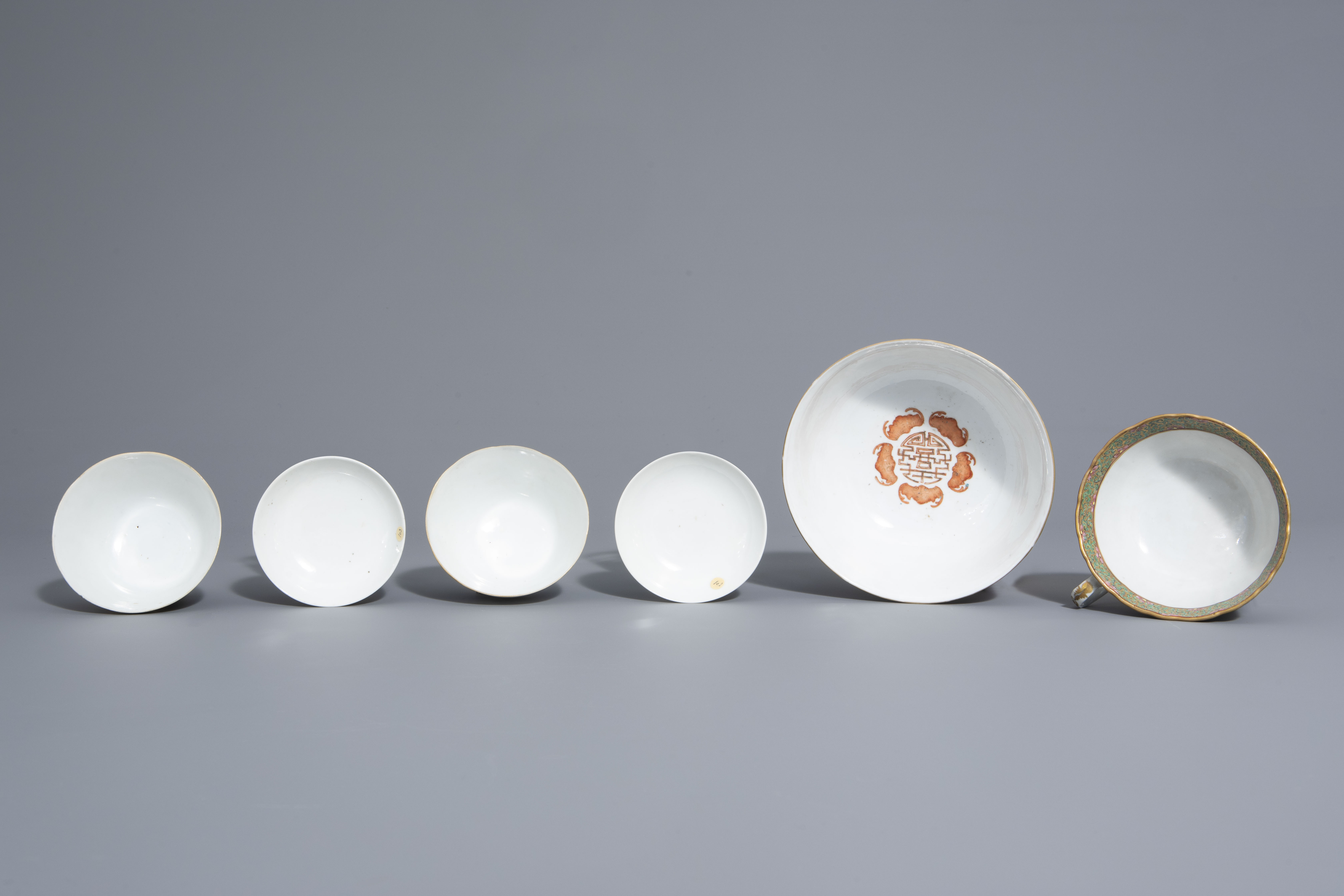 Three Chinese famille rose and grisaille bowls and a Canton bowl on stand, 19th/20th C. - Image 6 of 9