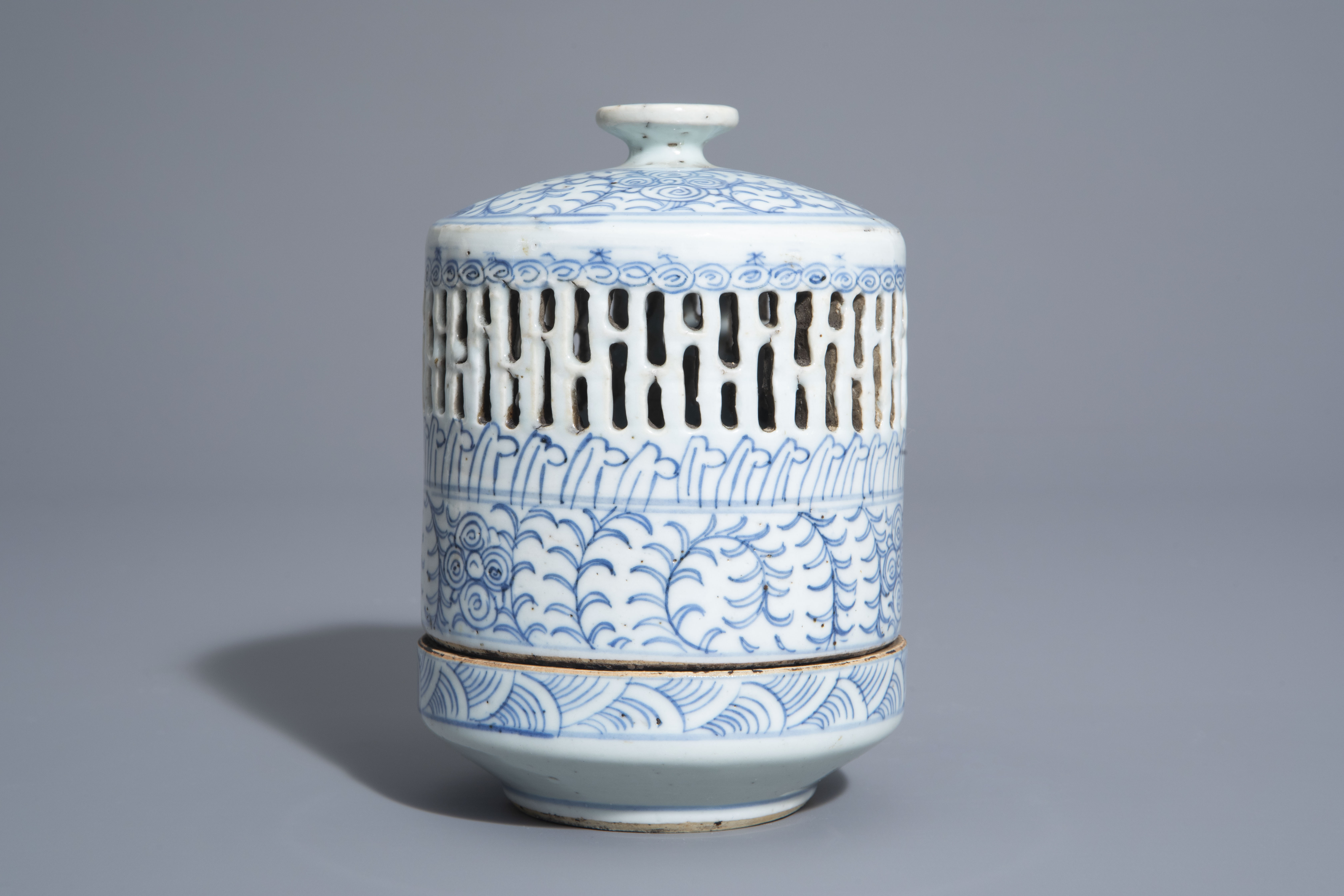 A Chinese blue and white charger and a Peranakan or Straits market night light, Kangxi and 19th C. - Image 5 of 9