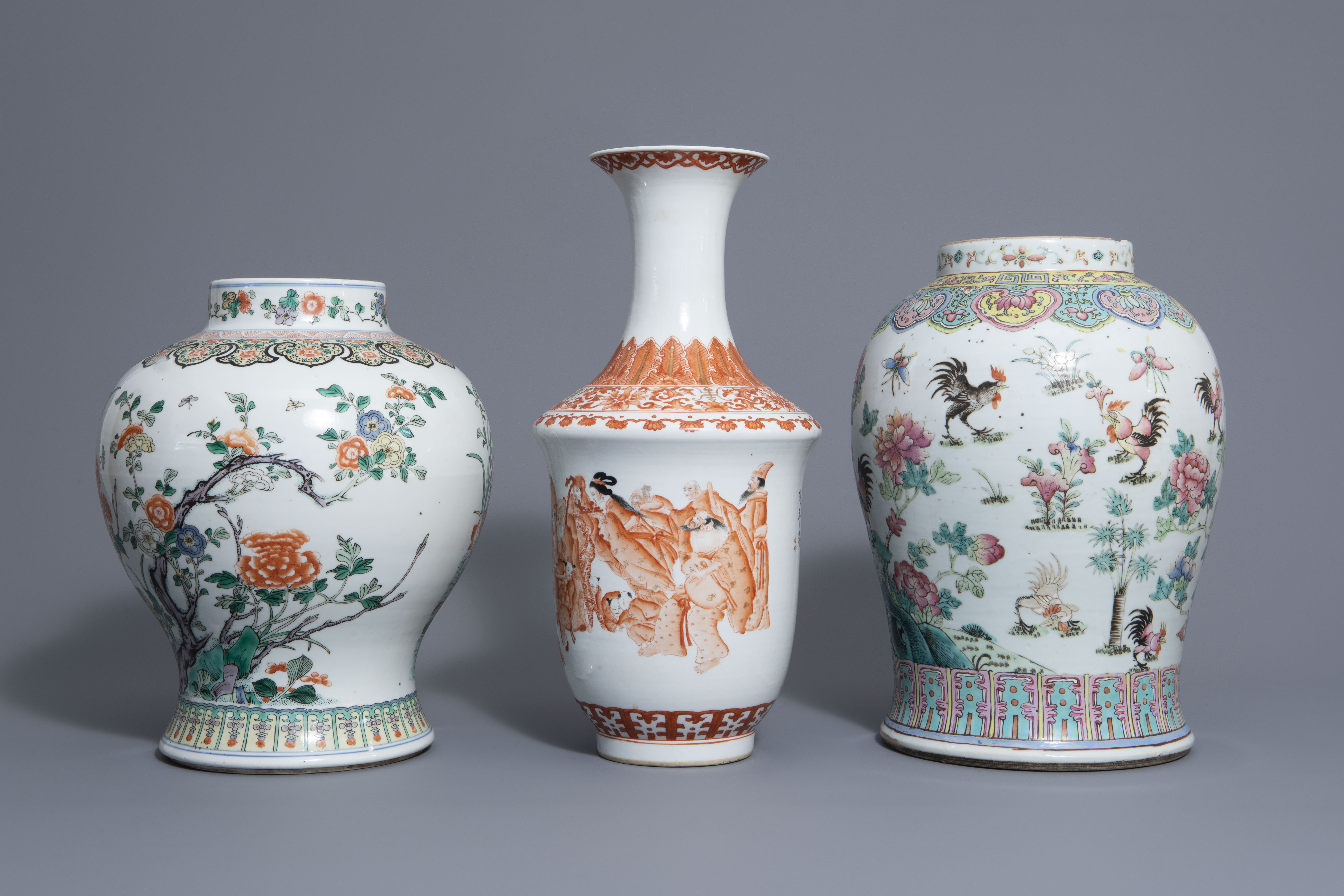 Three Chinese famille rose, verte and iron red vases with different designs, 19th/20th C. - Image 5 of 7