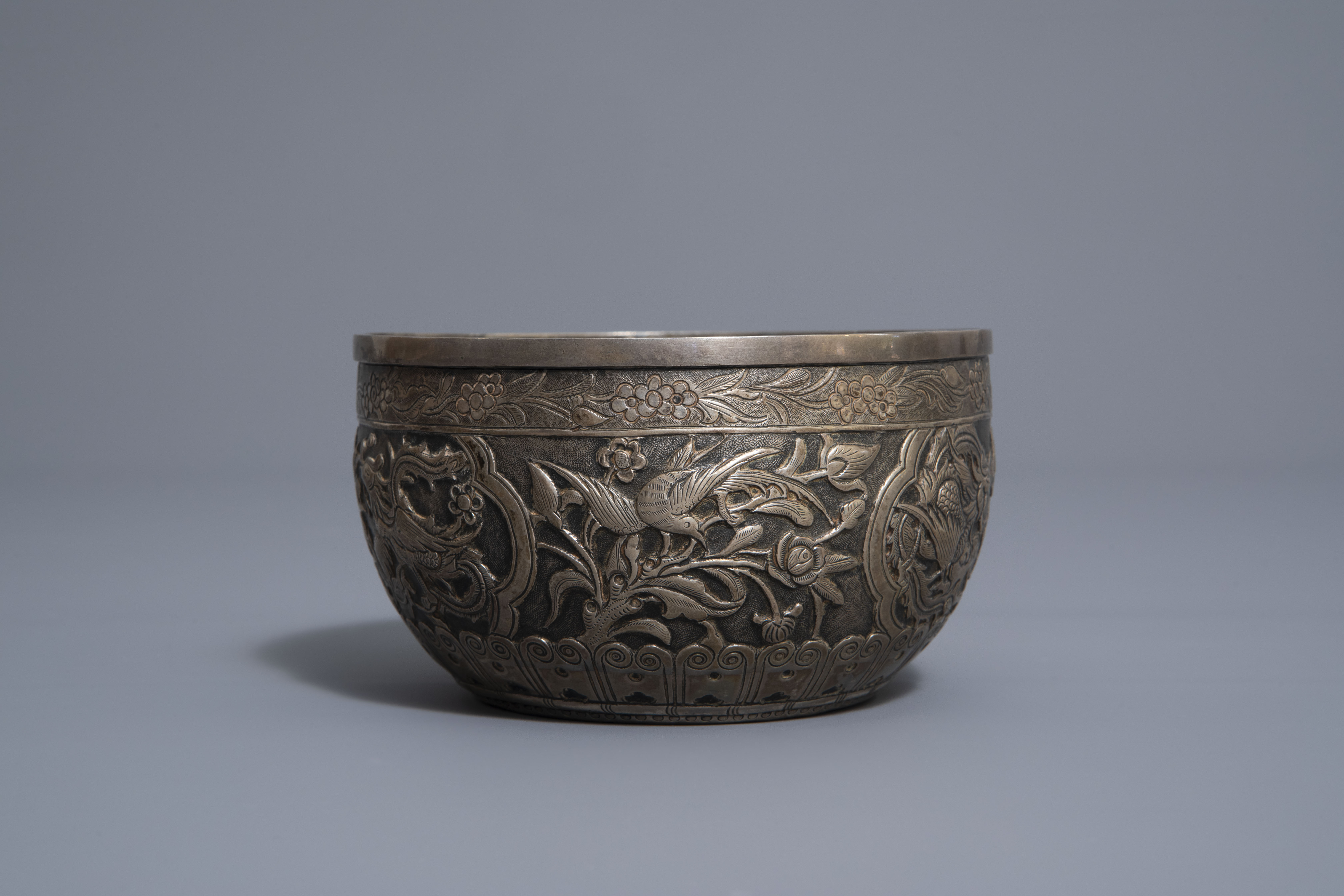 Five Chinese famille rose and silver cups and saucers and a bowl, 19th/20th C. - Image 13 of 17
