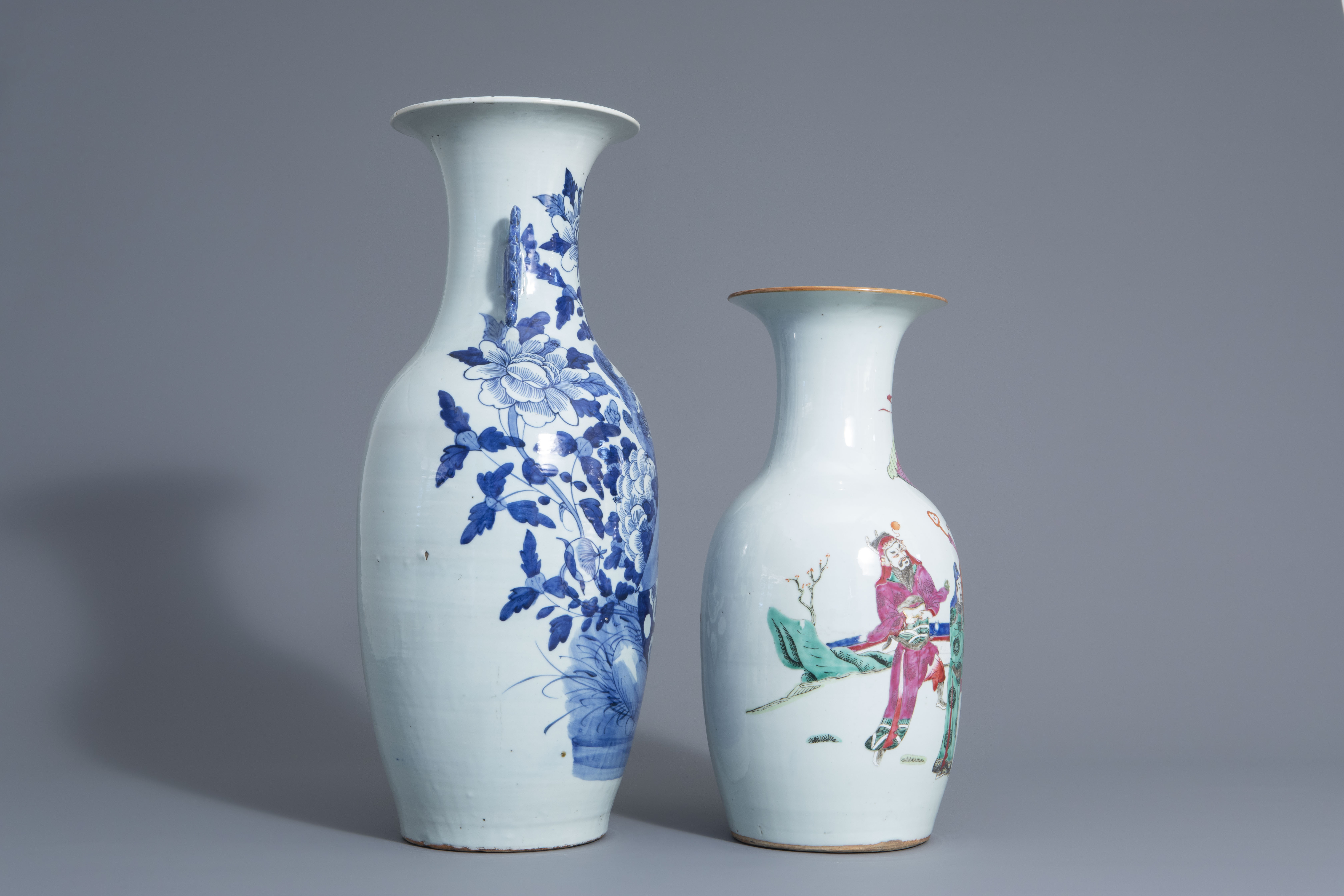 Two Chinese famille rose and blue and white vases with different designs, 19th/20th C. - Image 2 of 6
