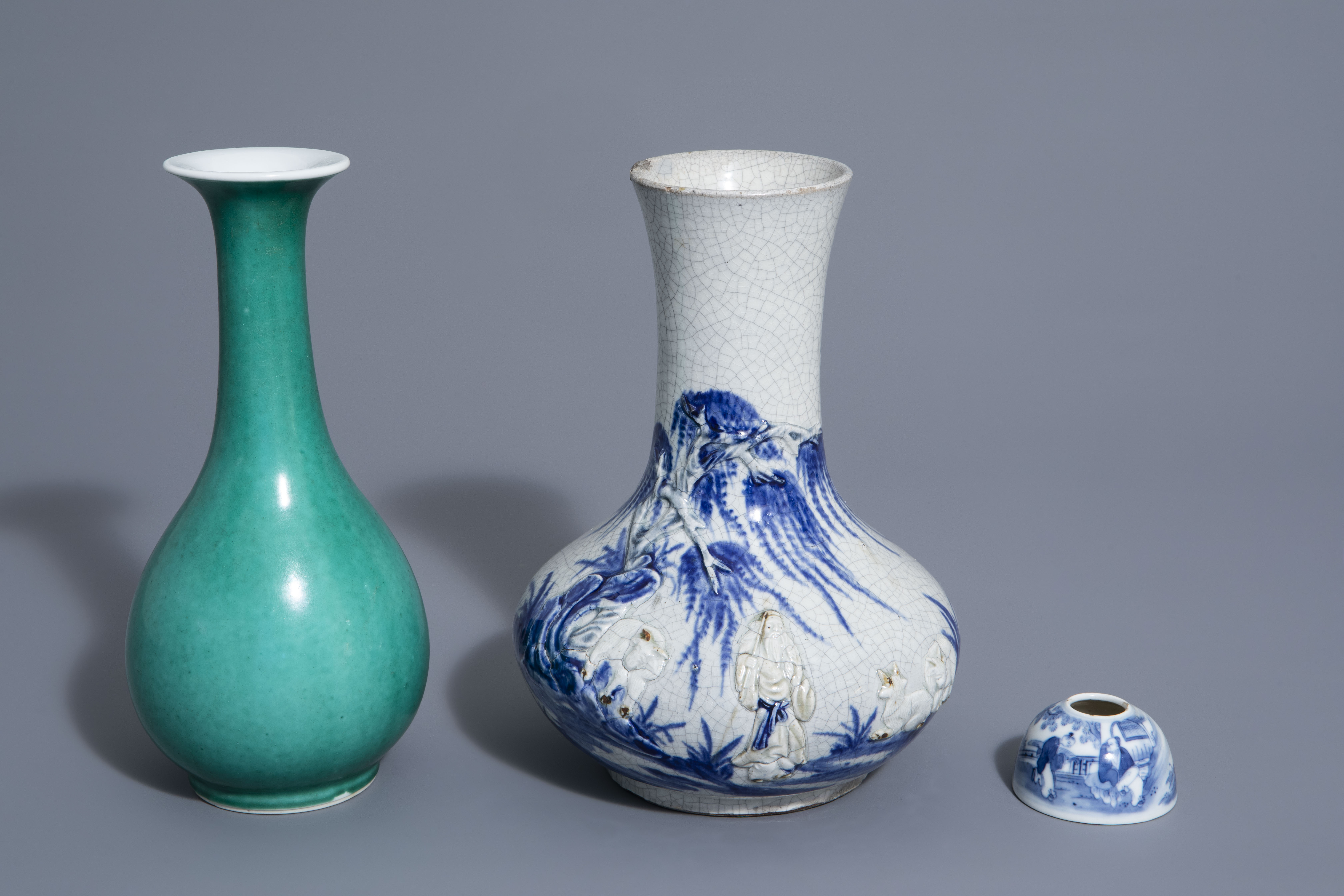 A Chinese blue & white crackle glazed vase, a monochrome green vase and a brushwasher, 19th/20th C.