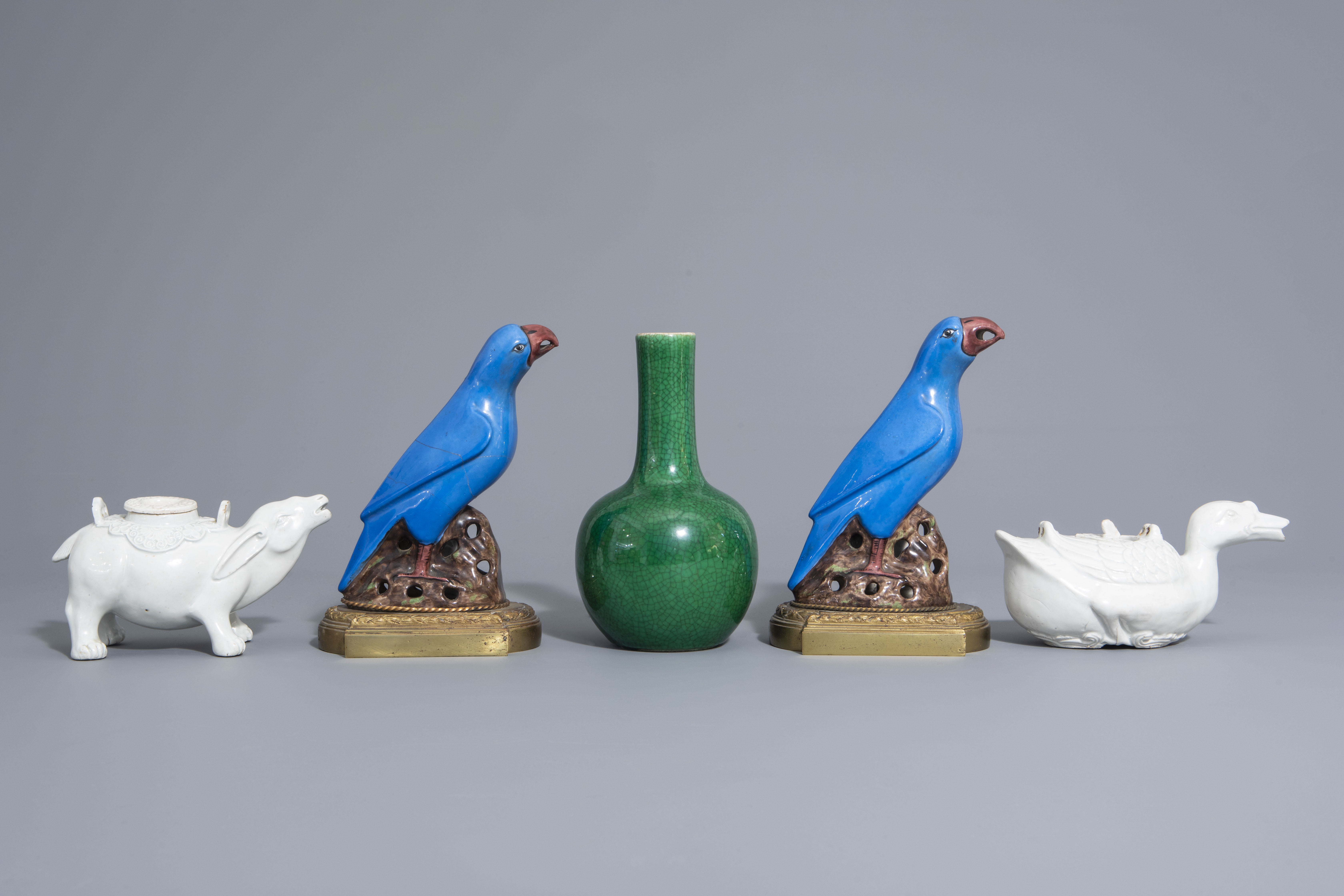 A Chinese monochrome green vase, 2 blanc de Chine teapots & a pair of polychrome birds, 19th/20th C - Image 2 of 7