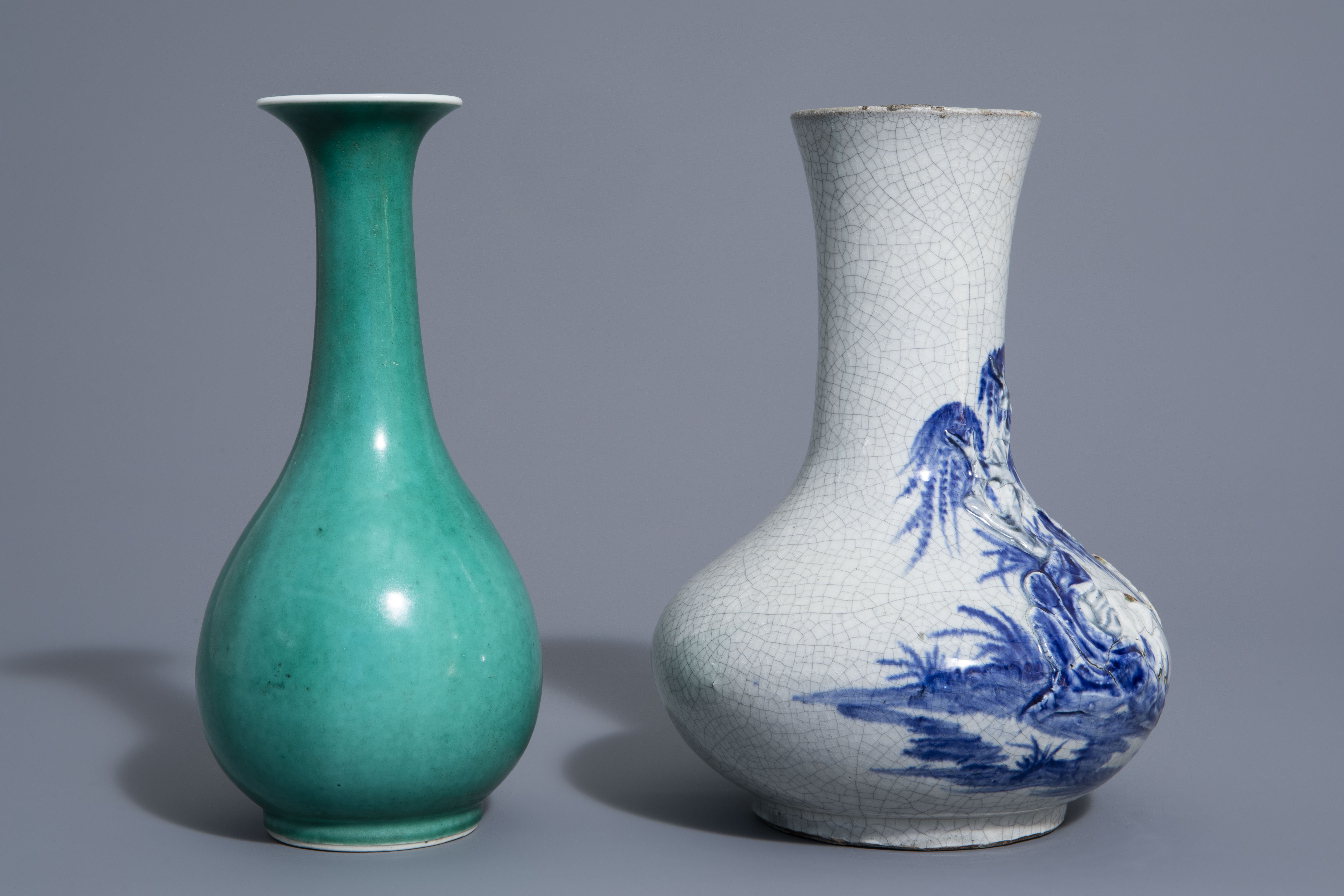 A Chinese blue & white crackle glazed vase, a monochrome green vase and a brushwasher, 19th/20th C. - Image 3 of 13