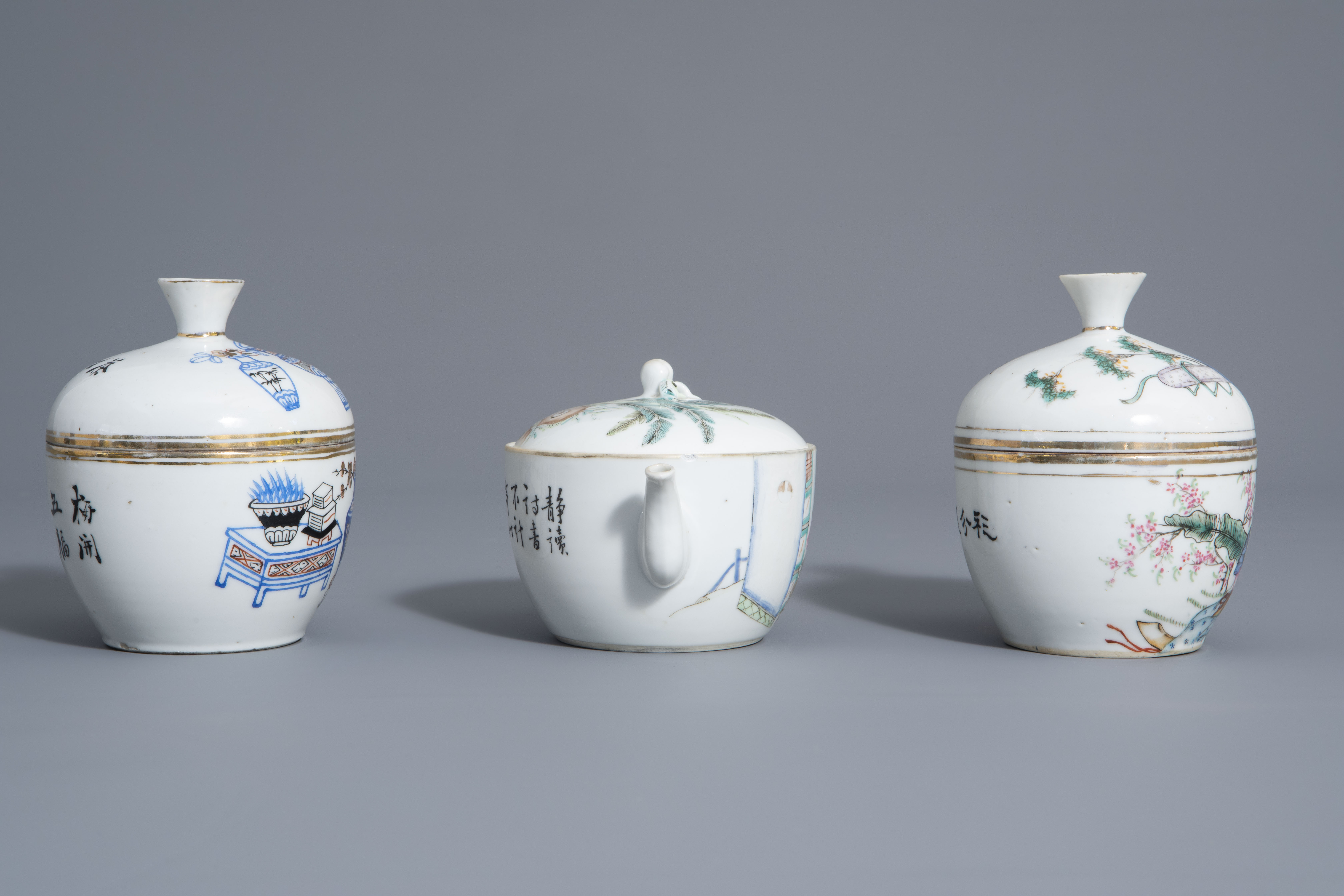 A varied collection of Chinese famille rose and blue and white porcelain, 19th/20th C. - Image 3 of 14