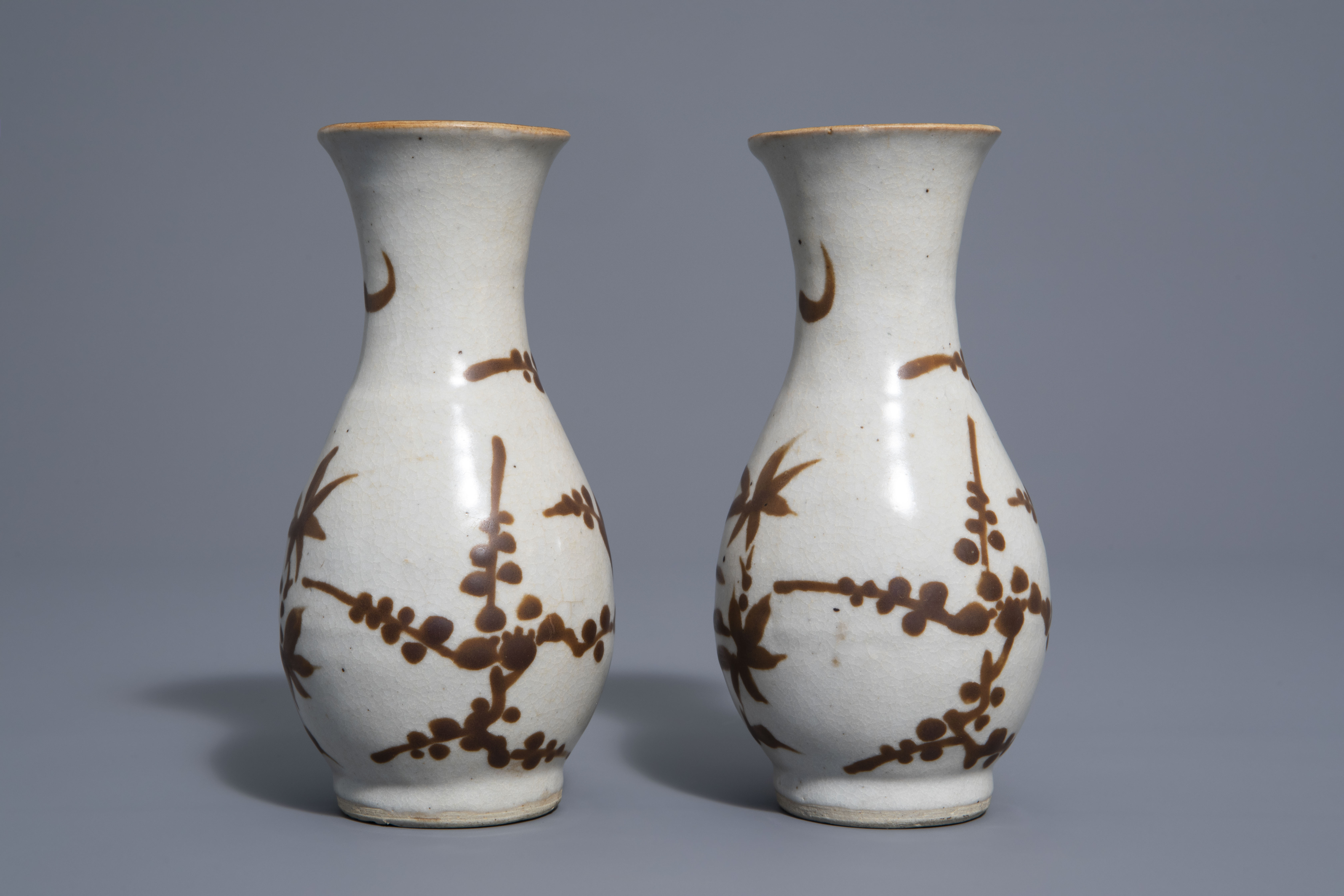 A pair of Chinese Cizhou style slip decorated vases with birds on blossoming branches, 19th C. - Image 3 of 7