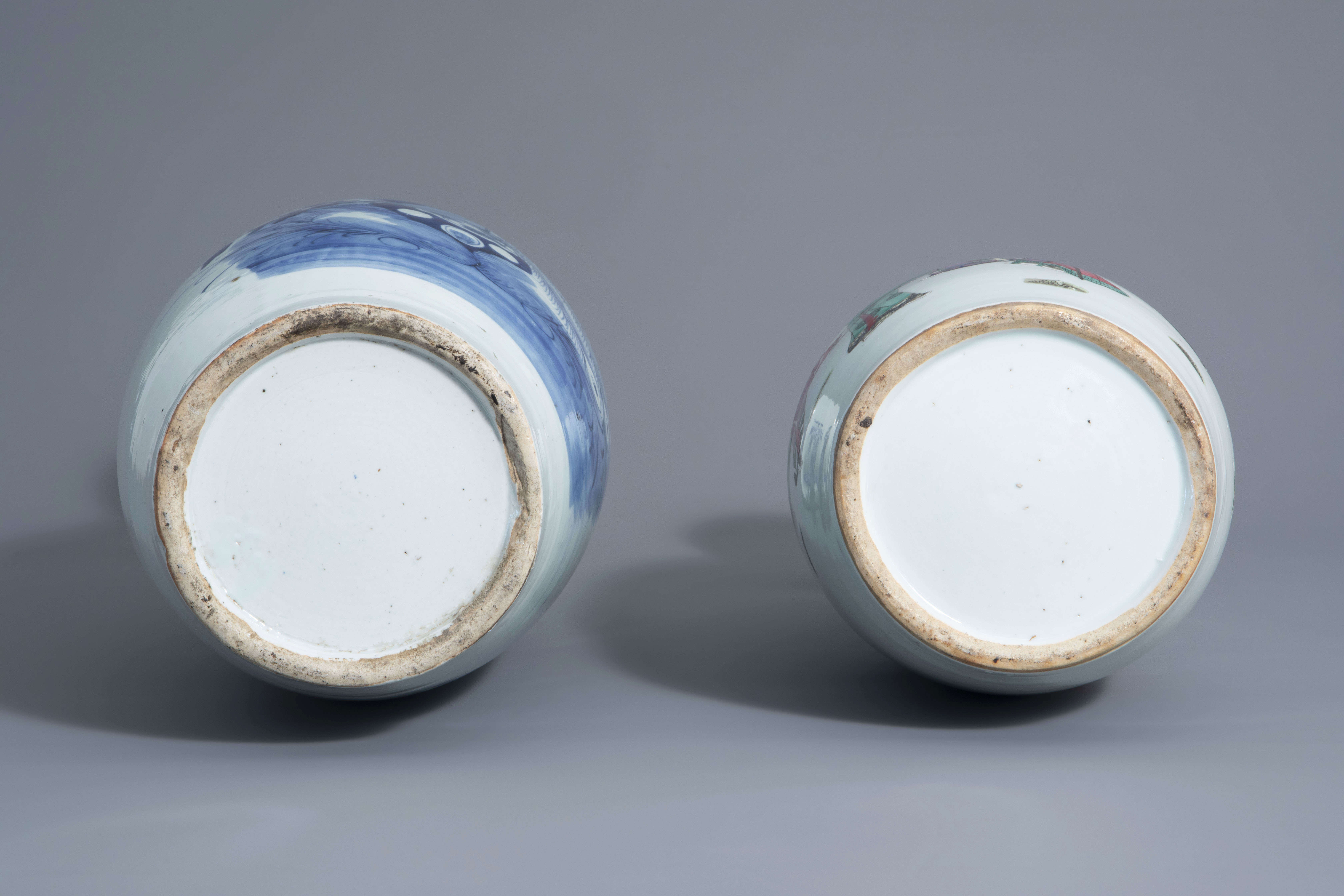 Two Chinese famille rose and blue and white vases with different designs, 19th/20th C. - Image 6 of 6
