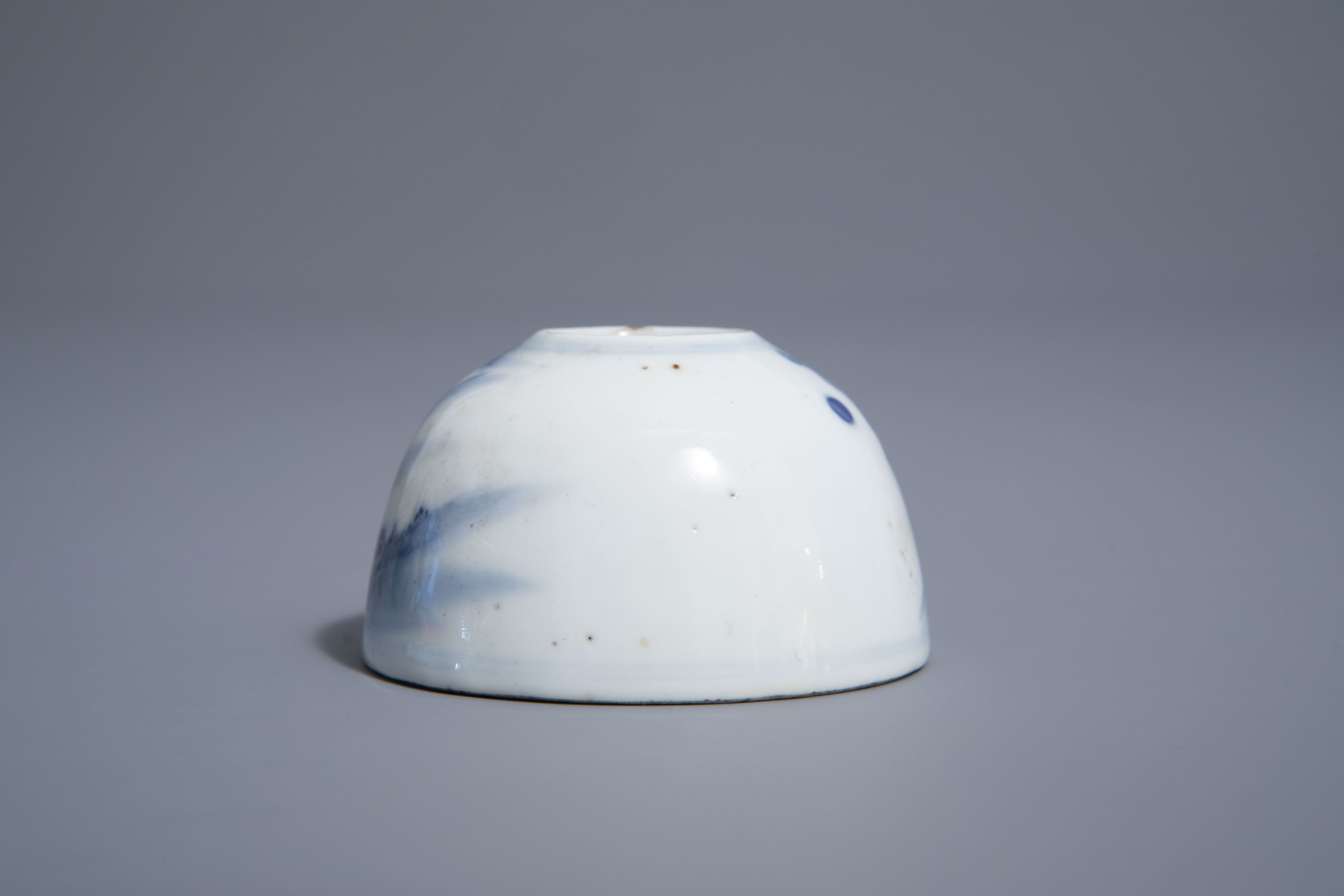 A Chinese blue & white crackle glazed vase, a monochrome green vase and a brushwasher, 19th/20th C. - Image 10 of 13