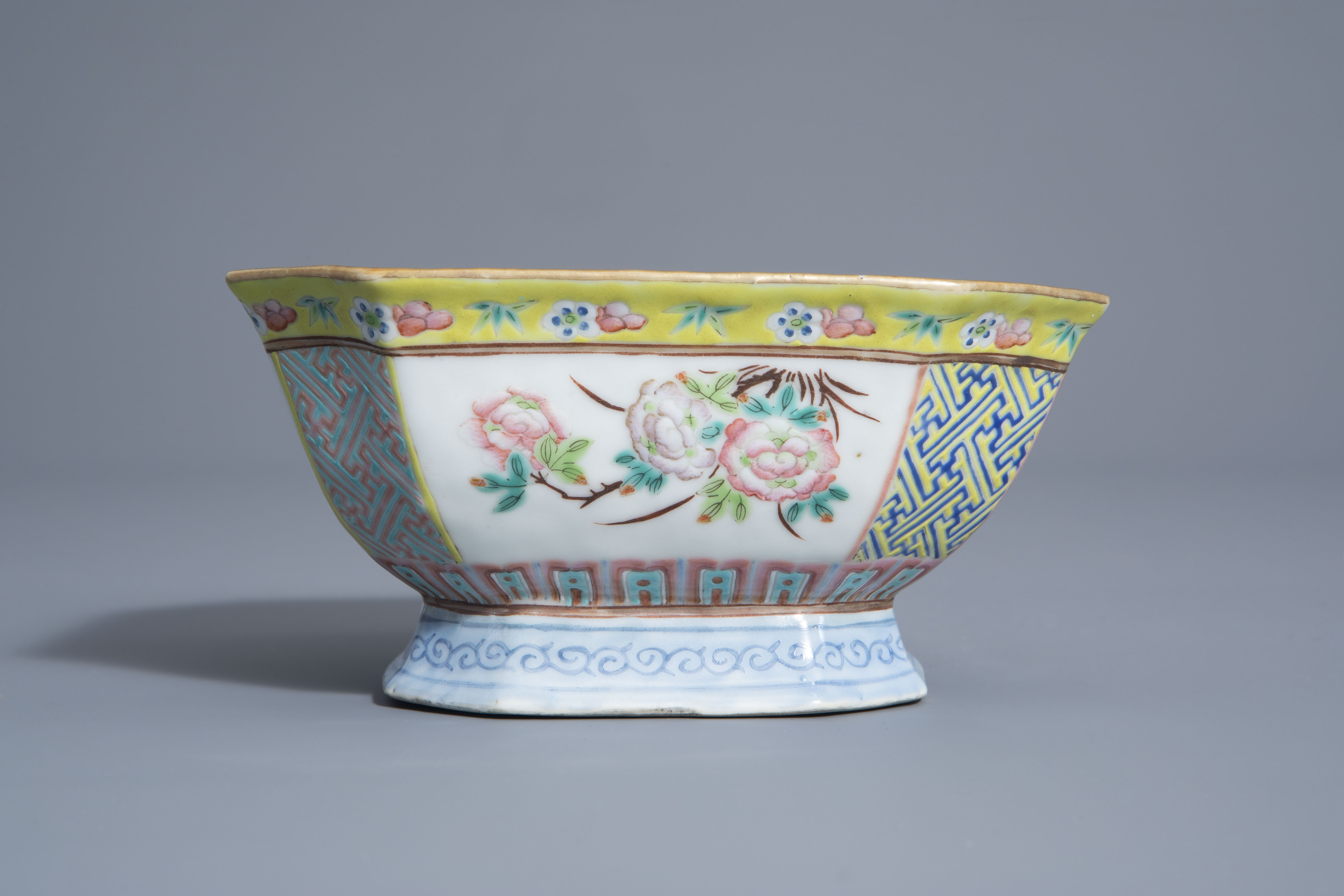 A Chinese famille rose octagonal bowl with floral design, Qianlong mark, 19th C. - Image 4 of 7