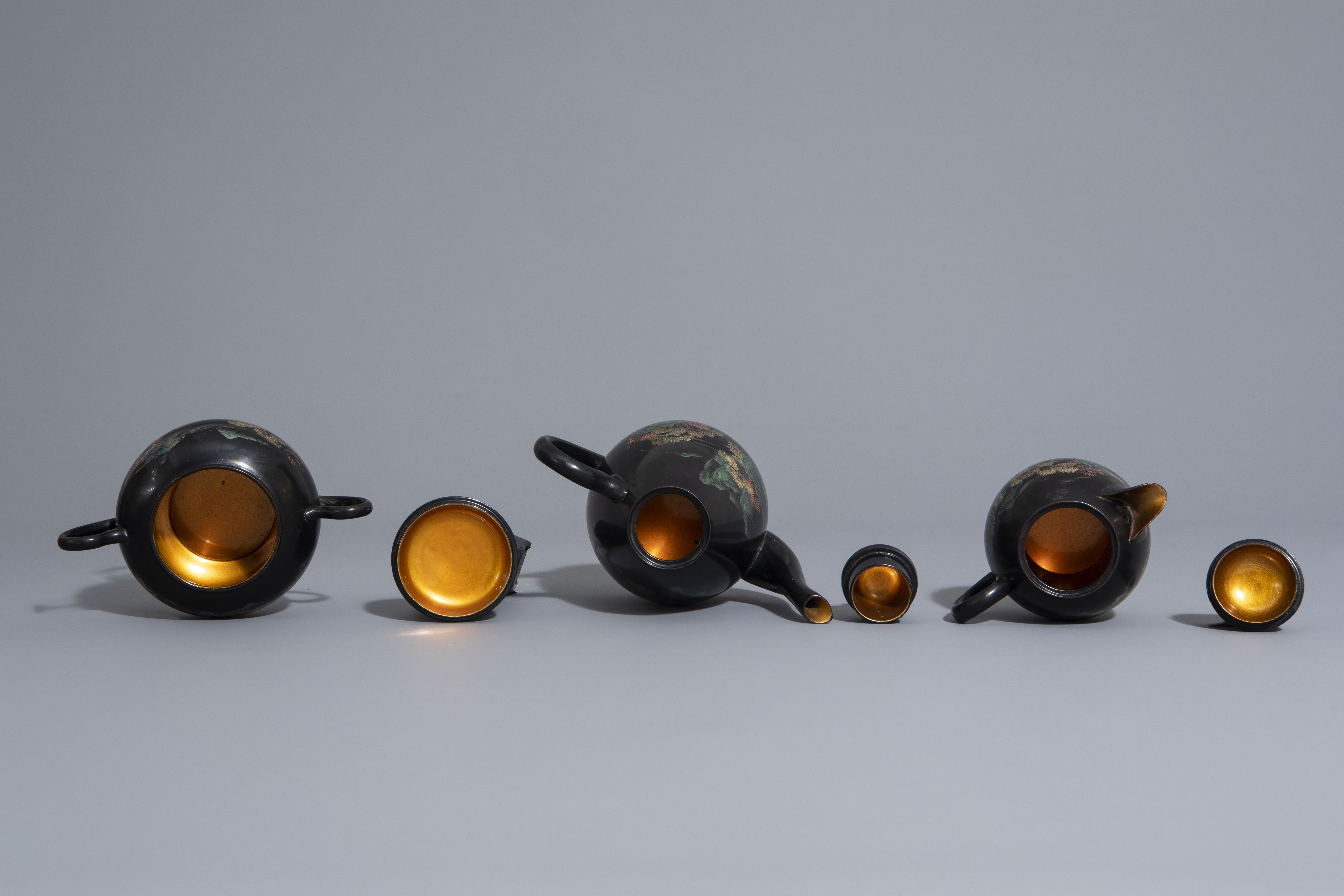 An extensive Chinese Foochow lacquer Shen Shao'an style coffee and tea service, 20th C. - Image 6 of 23