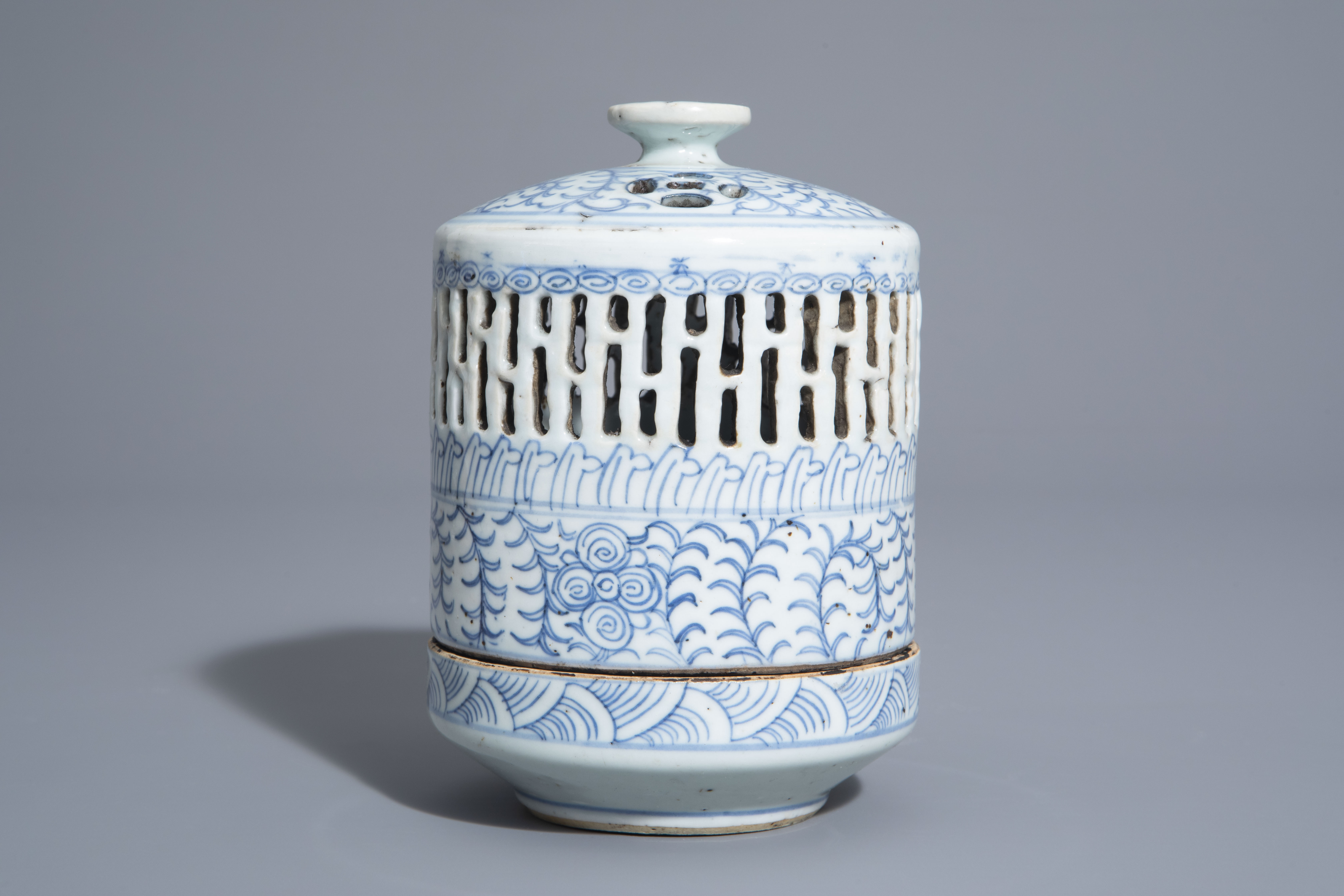 A Chinese blue and white charger and a Peranakan or Straits market night light, Kangxi and 19th C. - Image 4 of 9