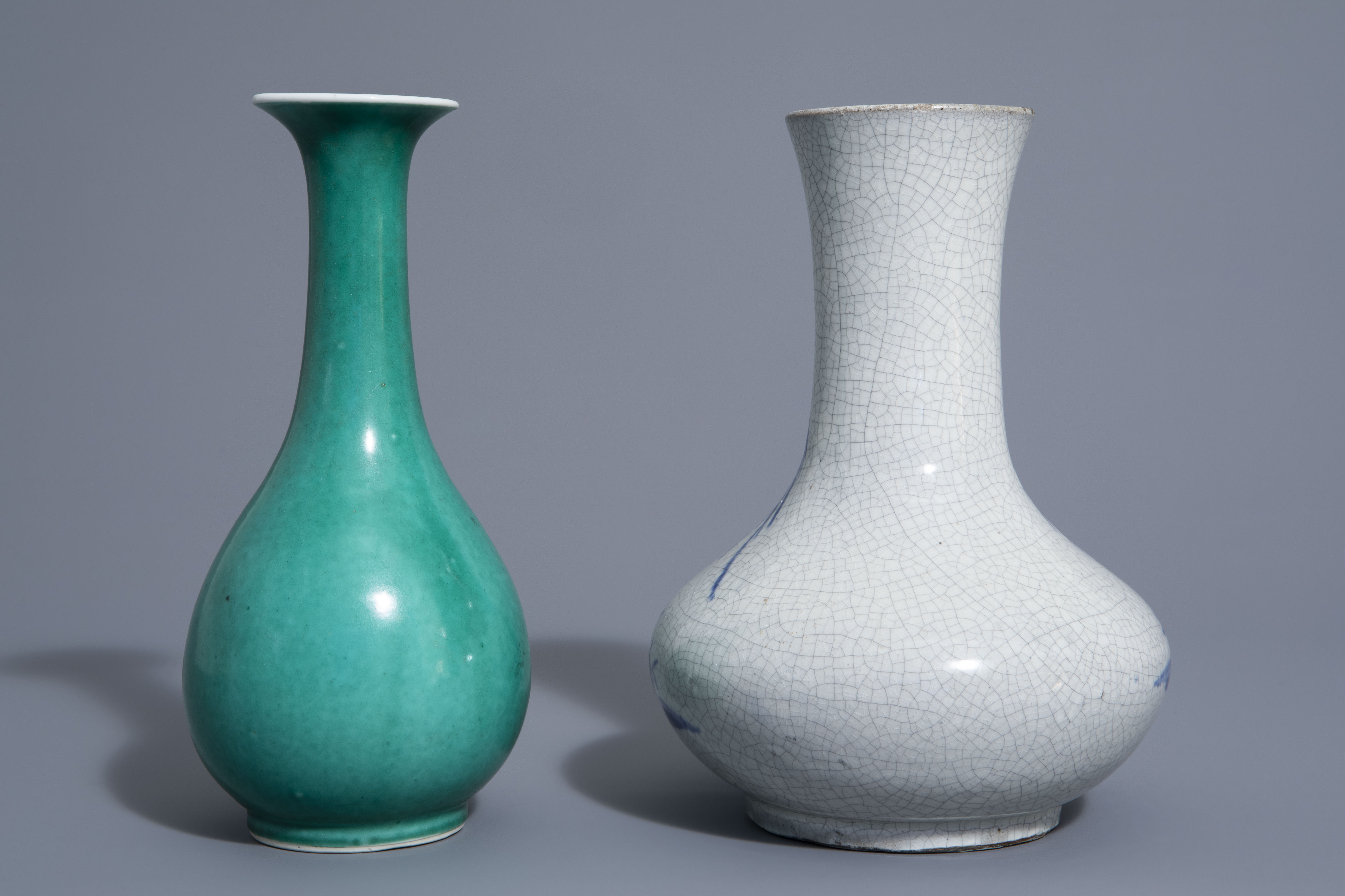 A Chinese blue & white crackle glazed vase, a monochrome green vase and a brushwasher, 19th/20th C. - Image 4 of 13