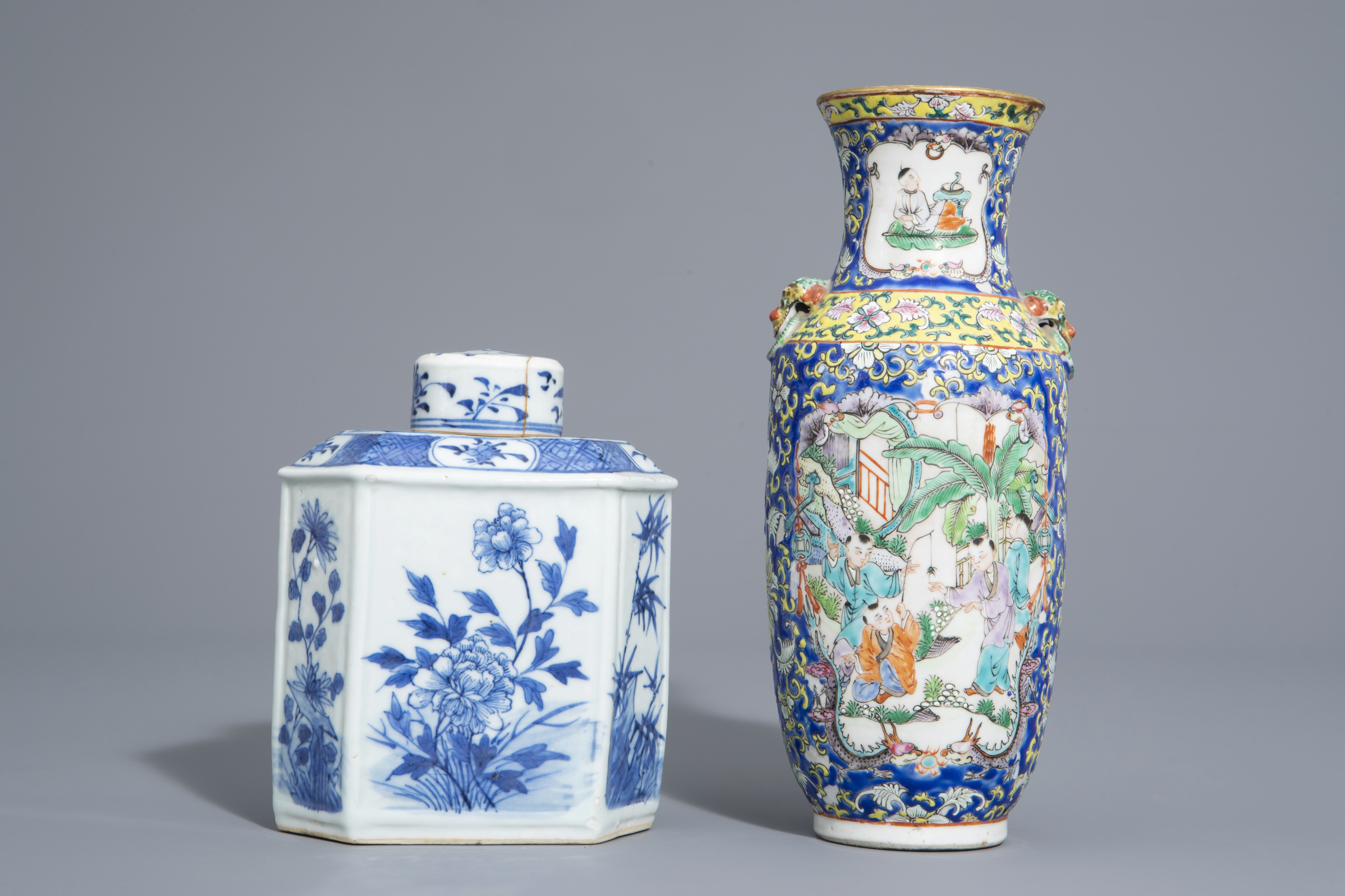 A varied collection of Chinese blue and white and famille rose porcelain, 19th/20th C. - Image 4 of 15