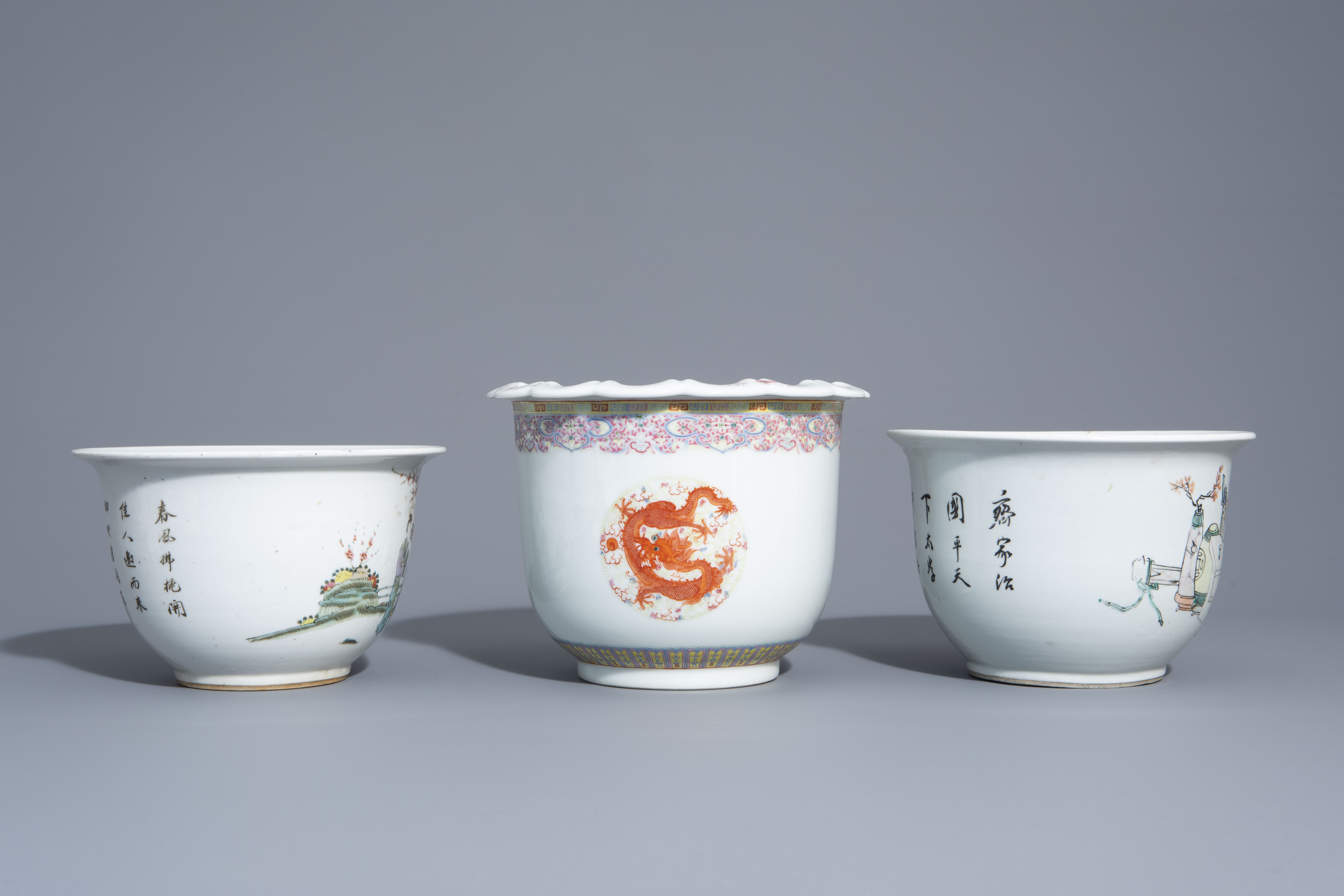 Three Chinese famille rose and qianjiang cai jardinires with different designs, 19th/20th C. - Image 3 of 7