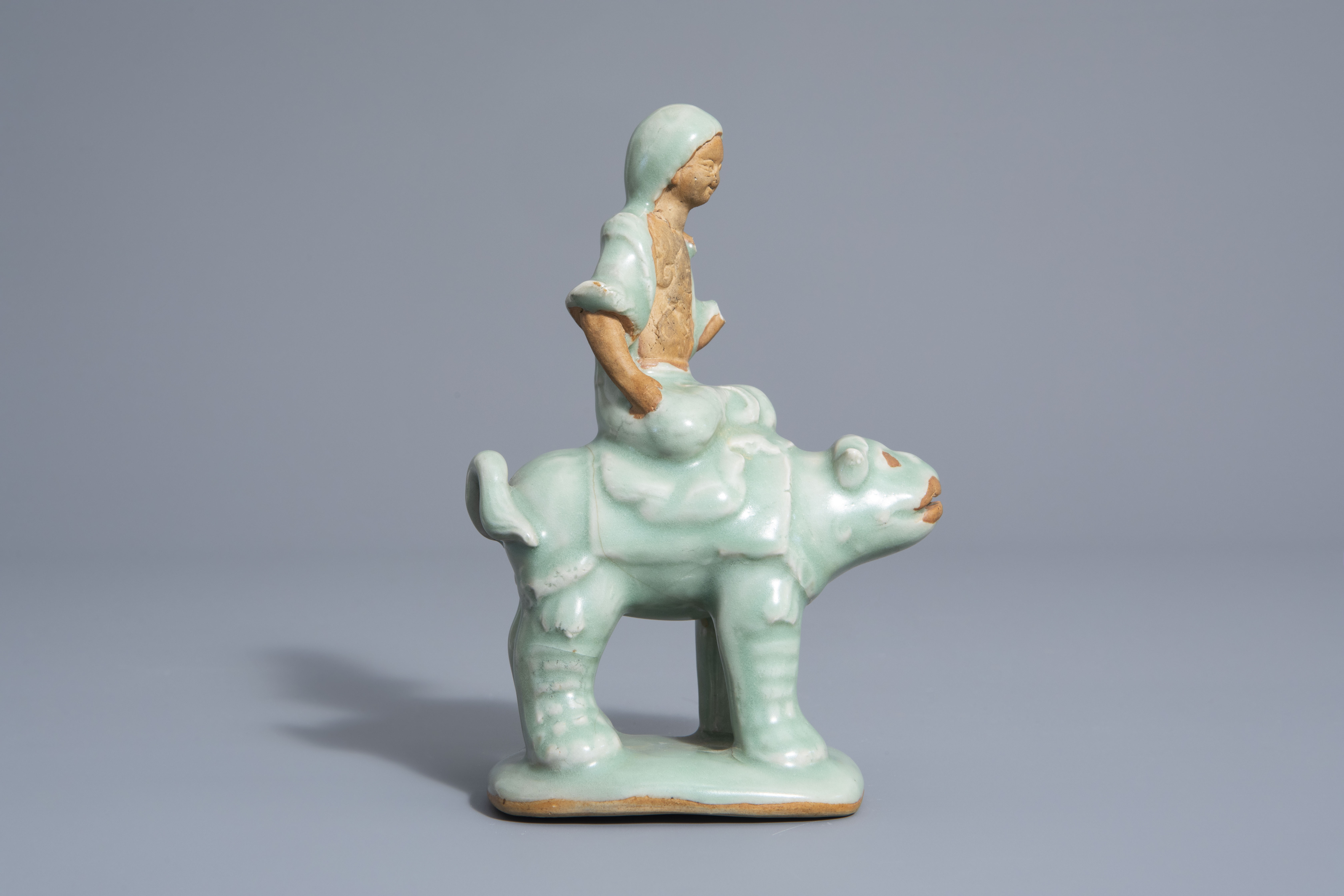 A Chinese celadon glazed group, 19th/20th C. - Image 2 of 7