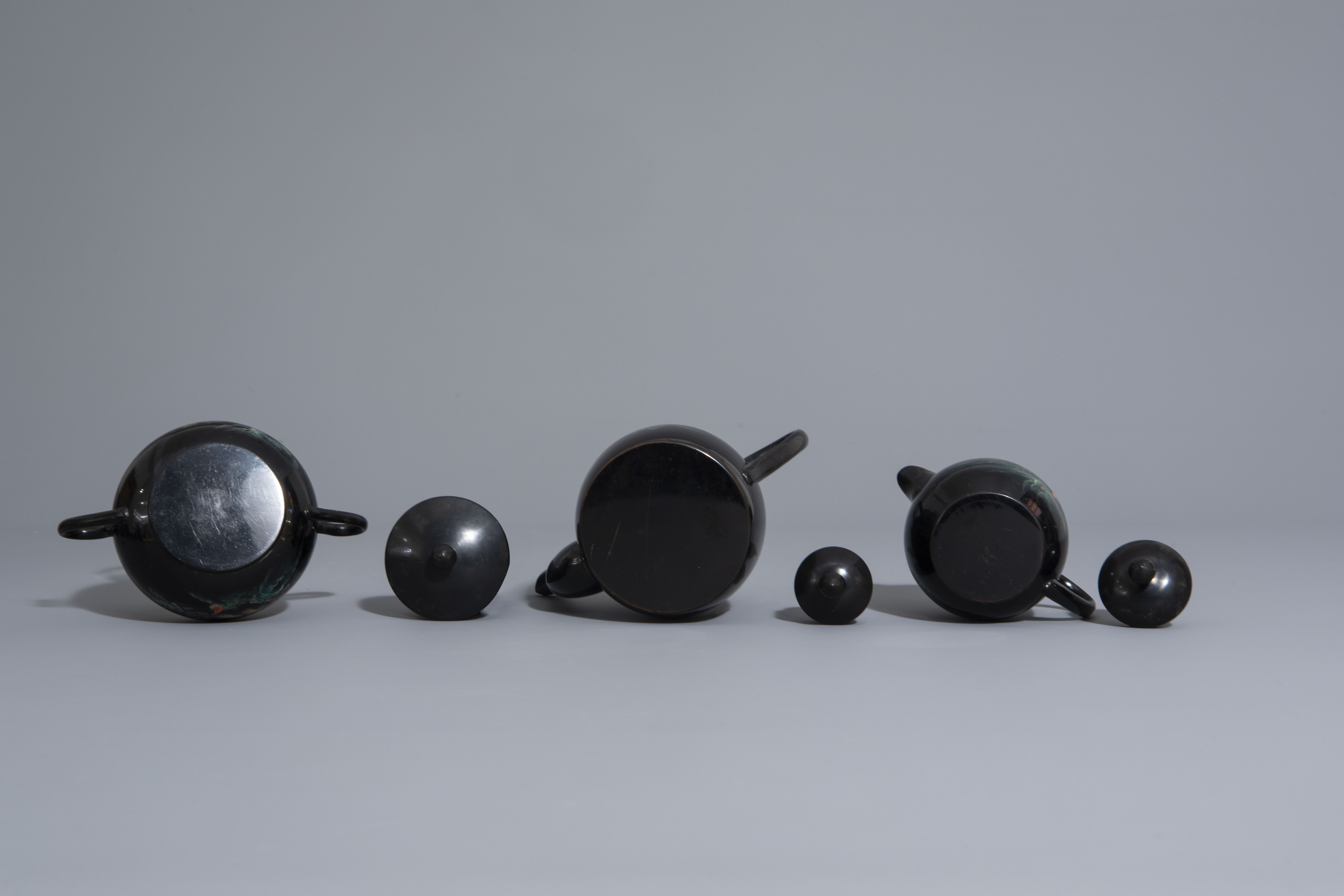 An extensive Chinese Foochow lacquer Shen Shao'an style coffee and tea service, 20th C. - Image 7 of 23
