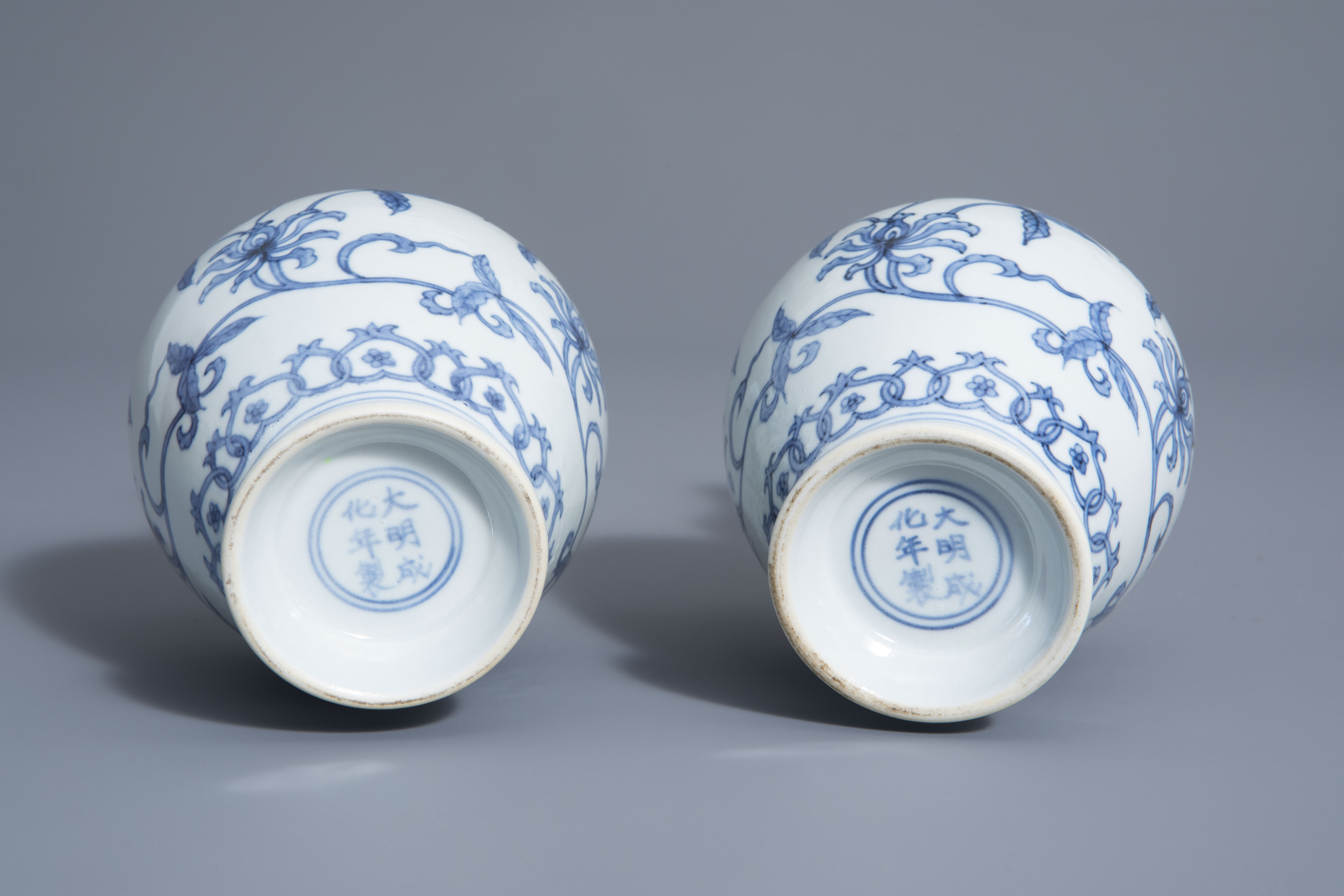 A pair of Chinese blue and white vases with floral design, Chenghua mark, 19th/20th C. - Image 6 of 6