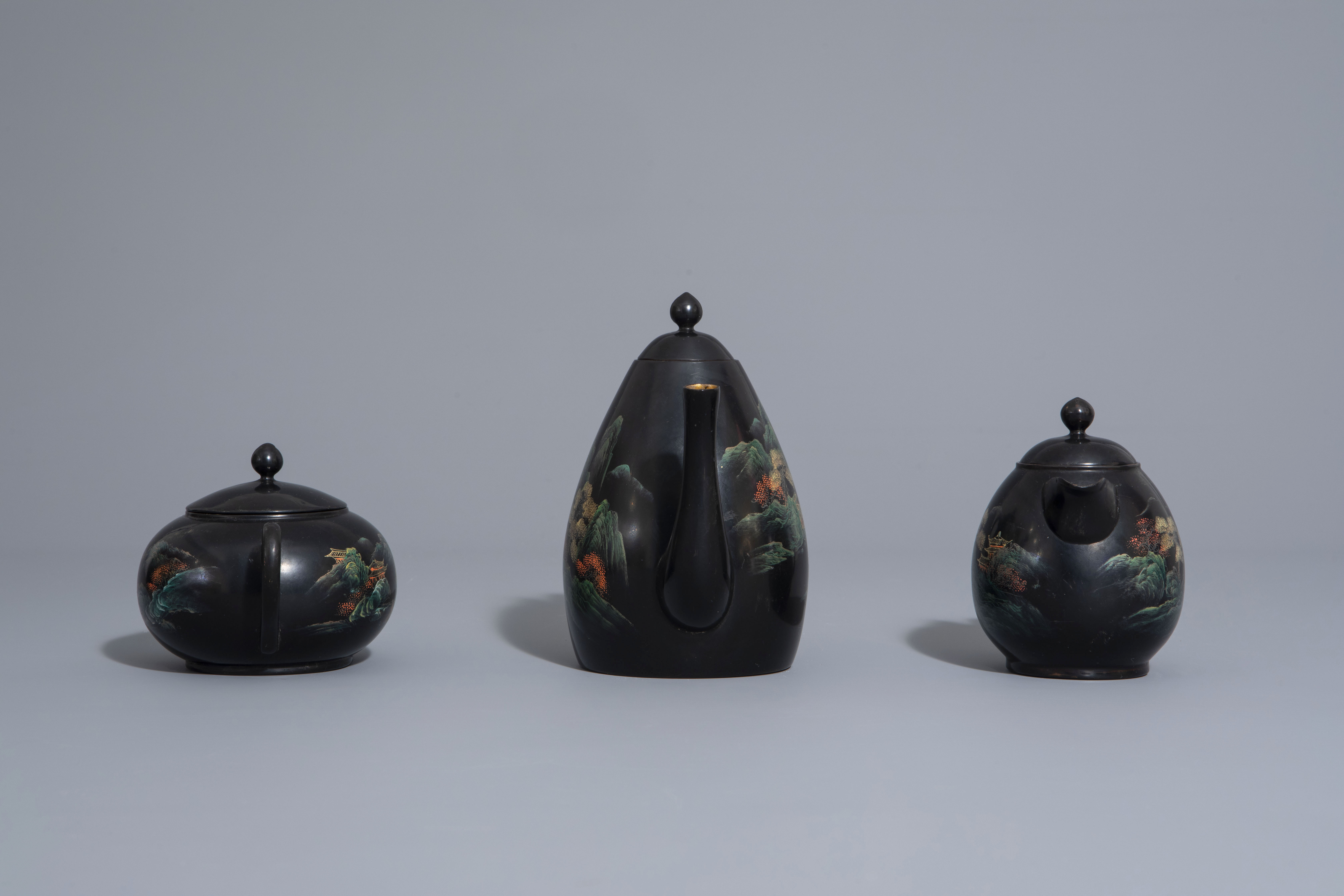 An extensive Chinese Foochow lacquer Shen Shao'an style coffee and tea service, 20th C. - Image 5 of 23