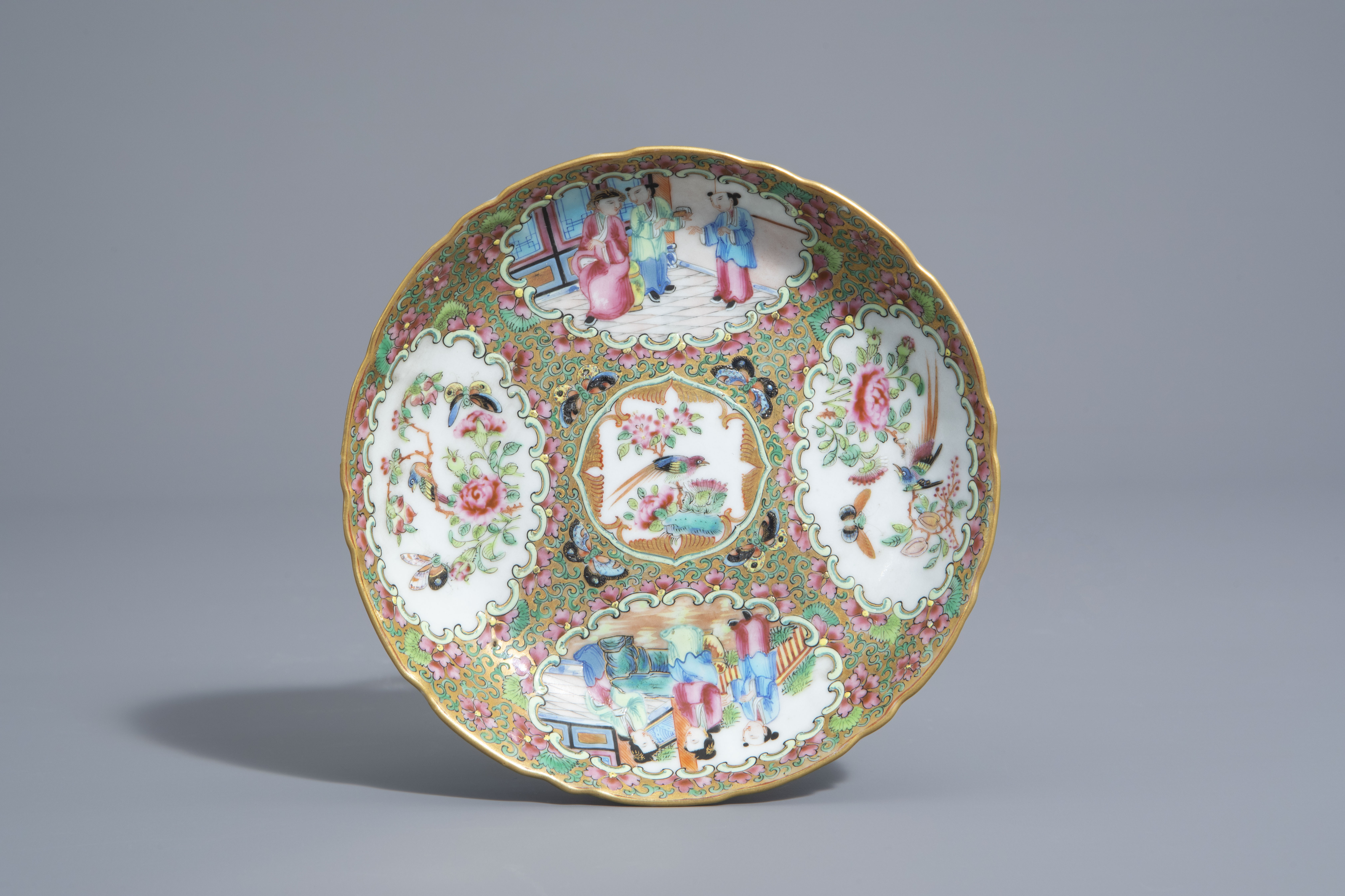 Three Chinese famille rose and grisaille bowls and a Canton bowl on stand, 19th/20th C. - Image 8 of 9