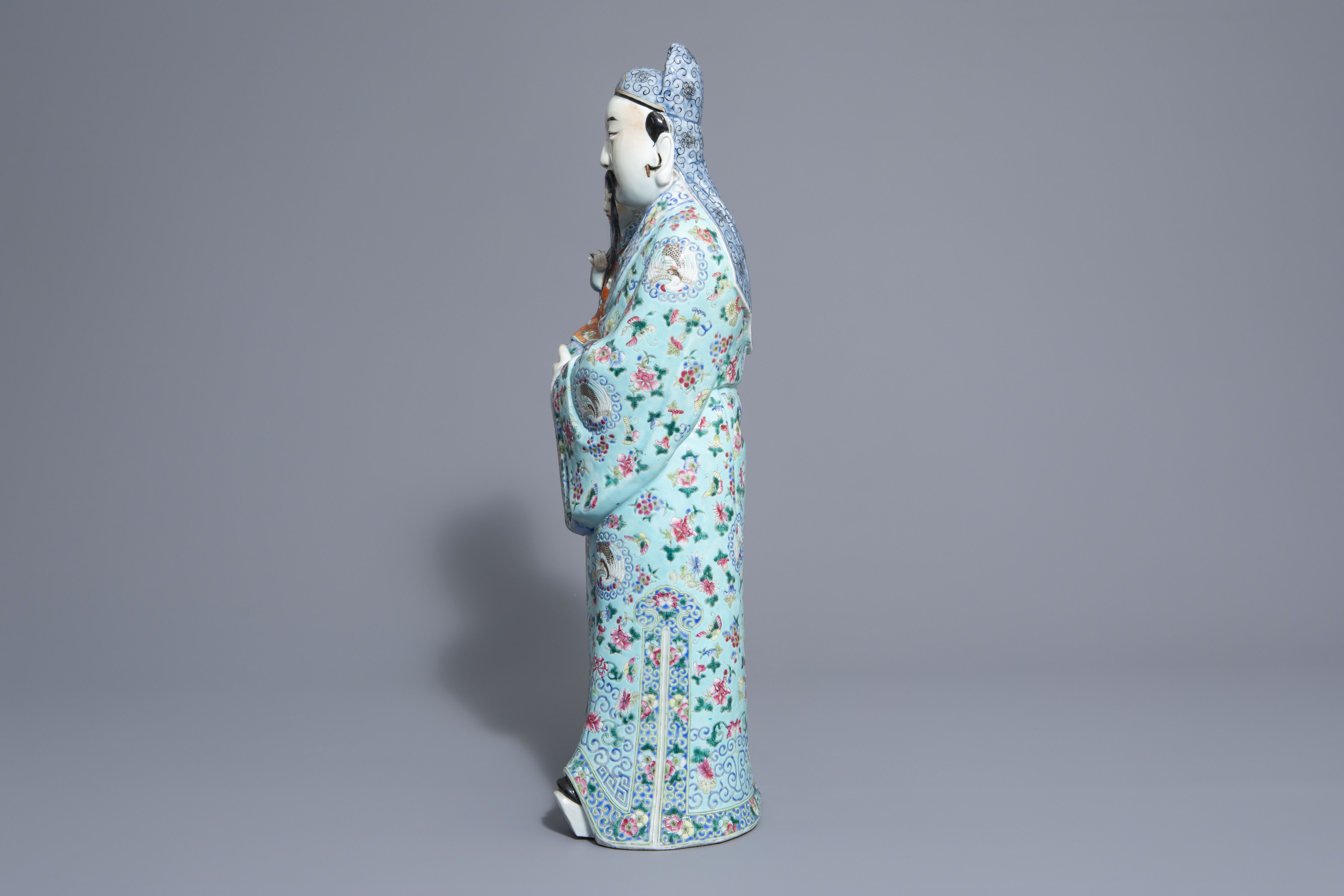 A Chinese famille rose Fu Xing figure, 19th/20th C. - Image 5 of 8