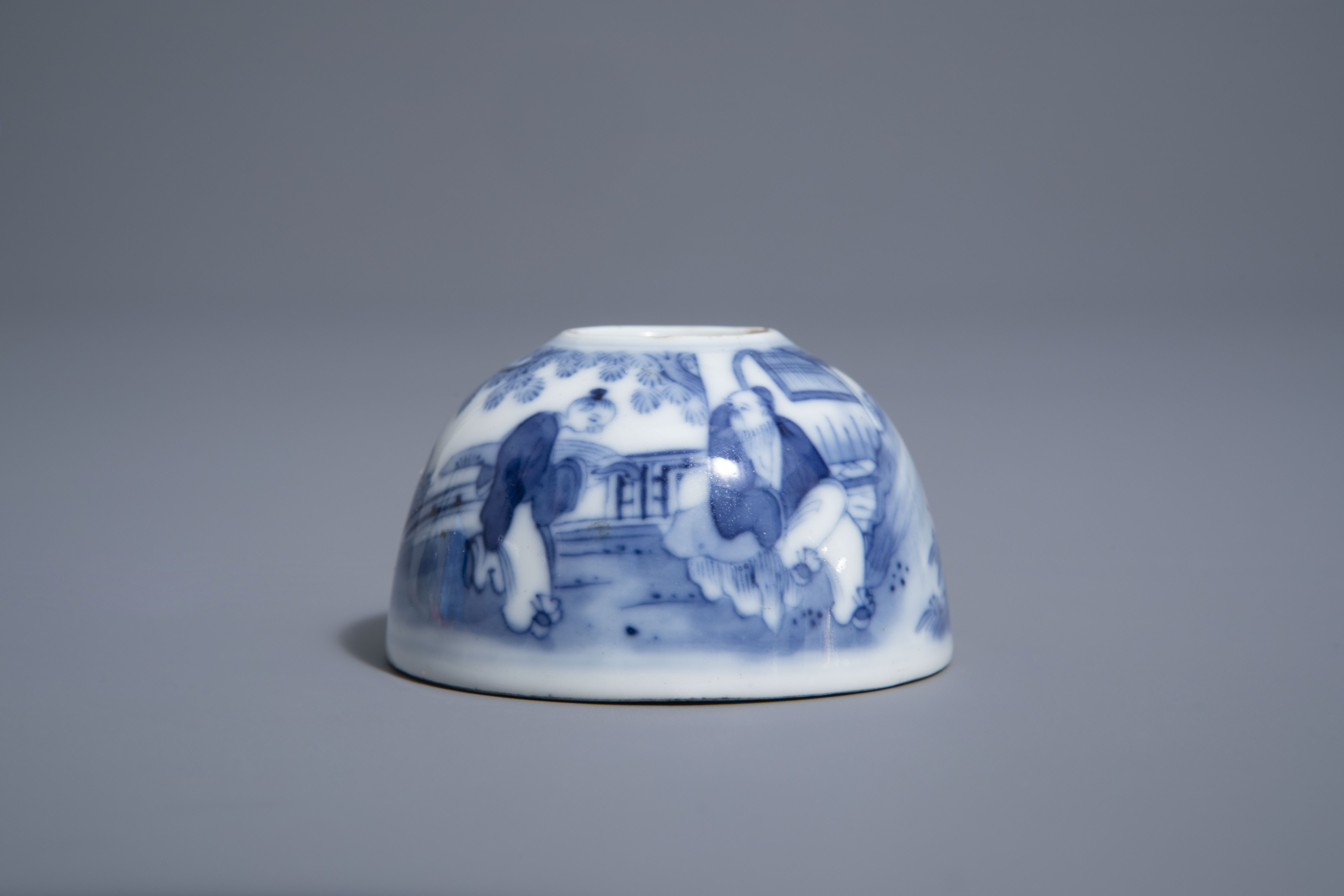 A Chinese blue & white crackle glazed vase, a monochrome green vase and a brushwasher, 19th/20th C. - Image 8 of 13