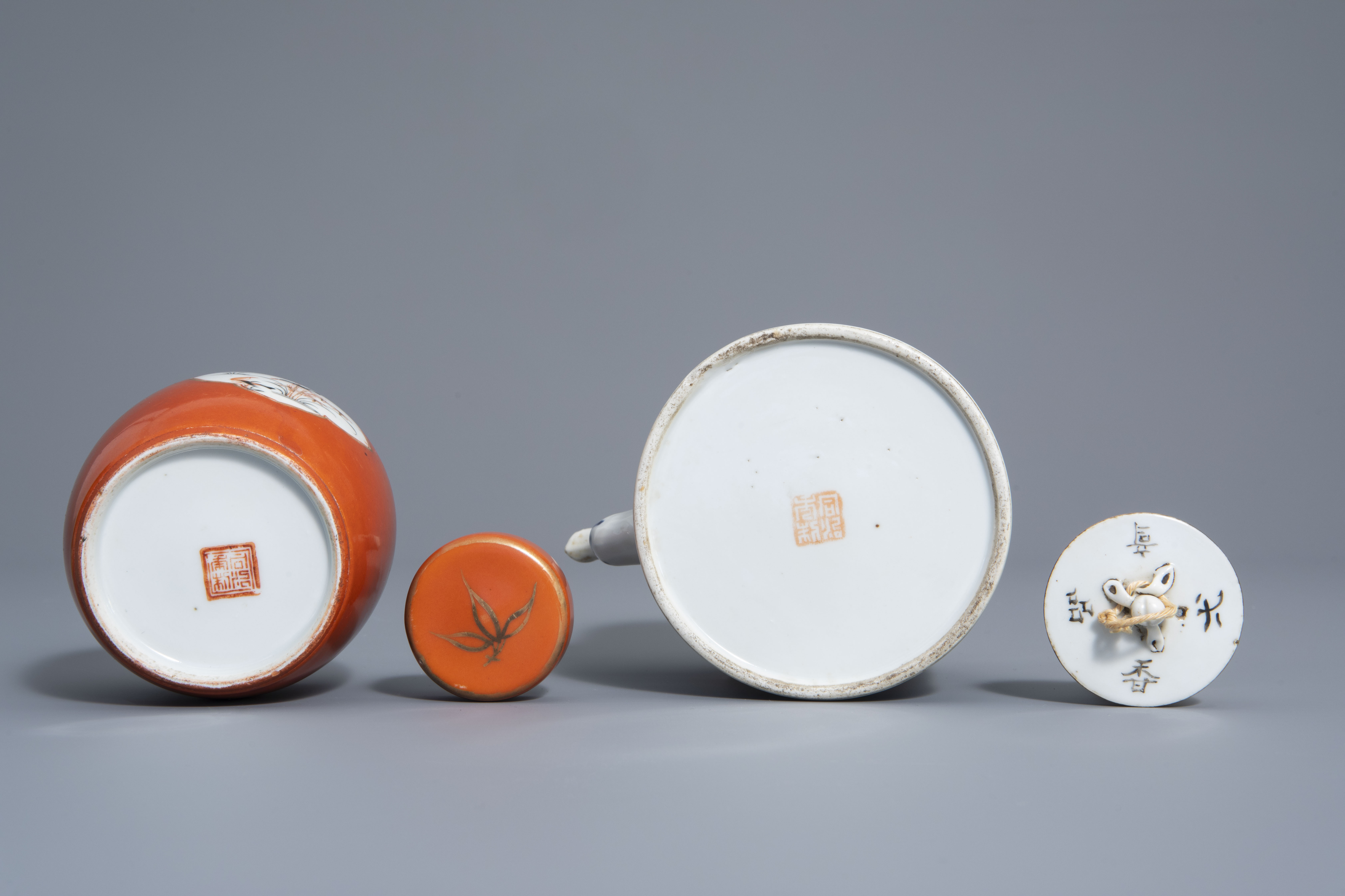 A varied collection of Chinese qianjiang cai and famille rose porcelain, 19th/20th C. - Image 11 of 11