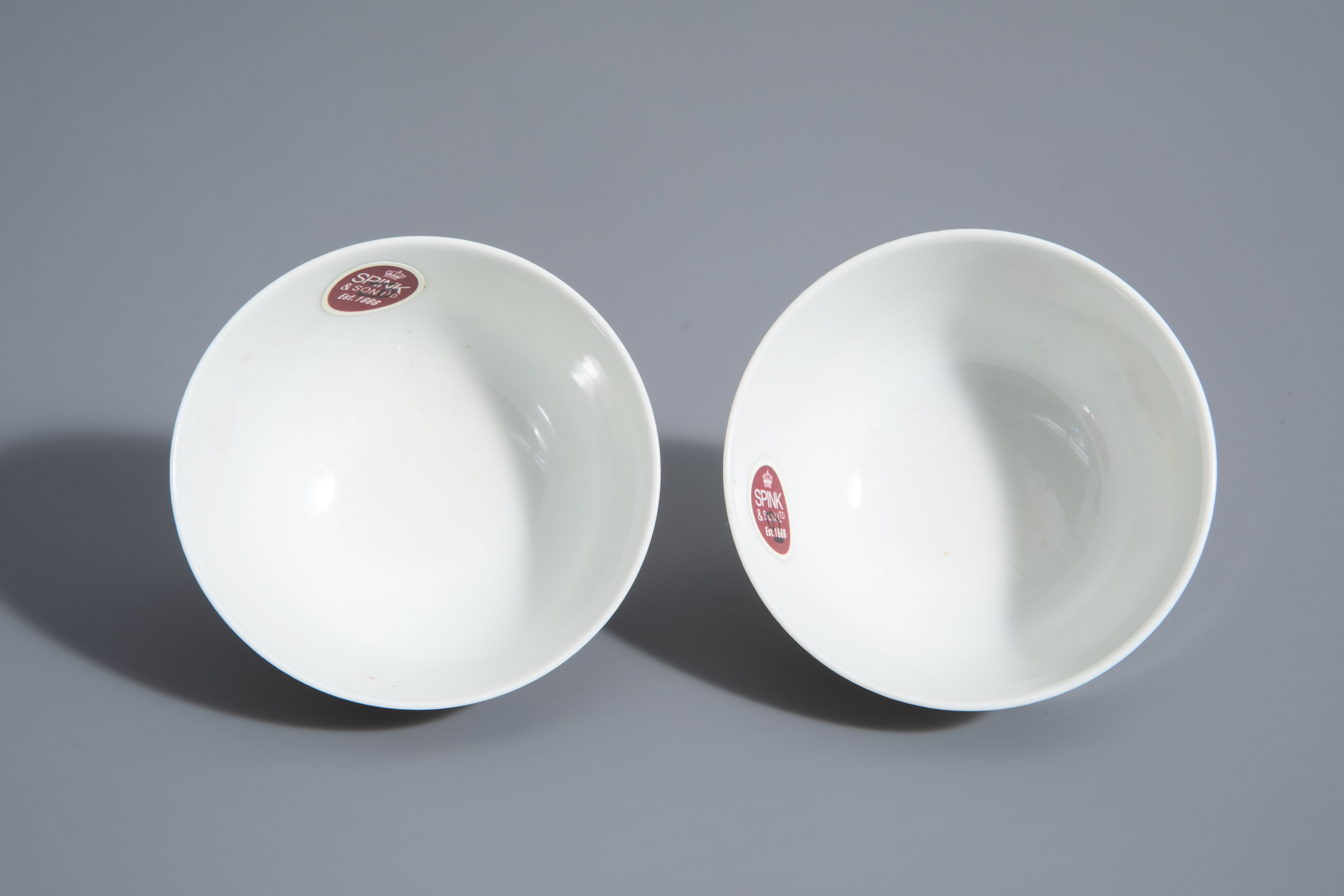 A pair of Chinese famille rose 'floral' cups, Guangxu mark, 19th/20th C. - Image 7 of 8