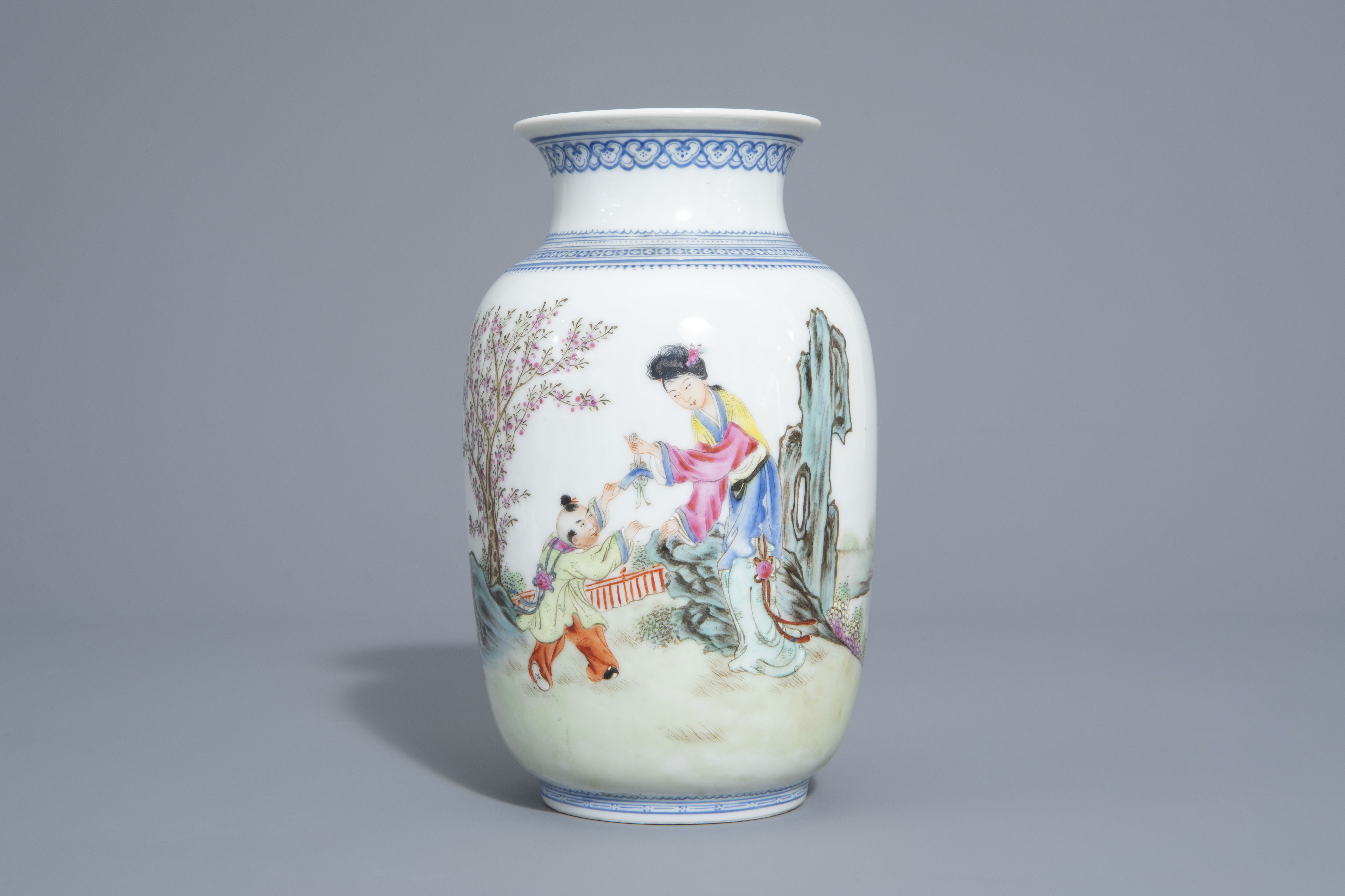 A Chinese famille rose eggshell vase and six 'Wu Shuang Pu' covers, 19th/20th C. - Image 4 of 18