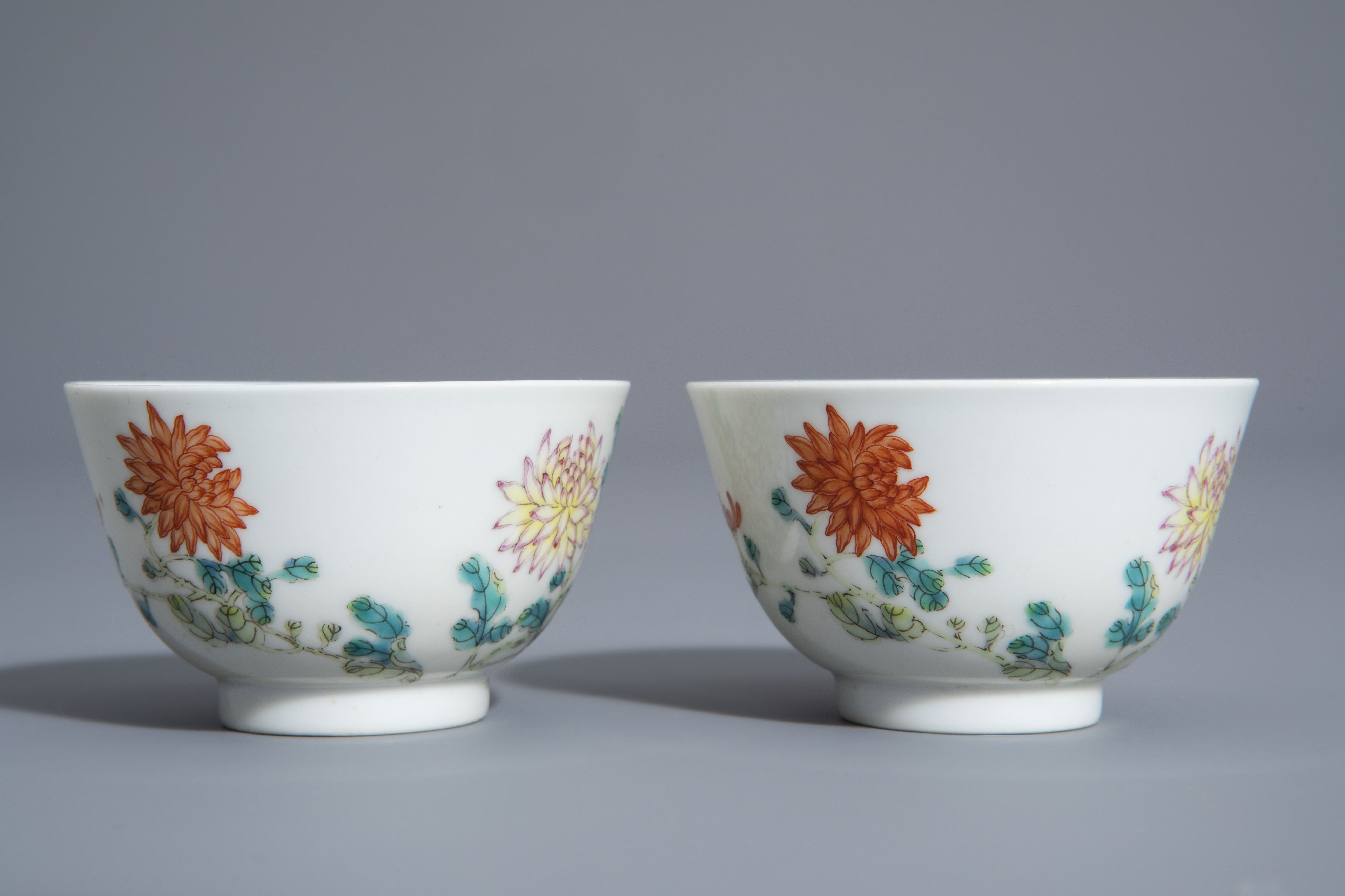 A pair of Chinese famille rose 'floral' cups, Guangxu mark, 19th/20th C. - Image 3 of 8