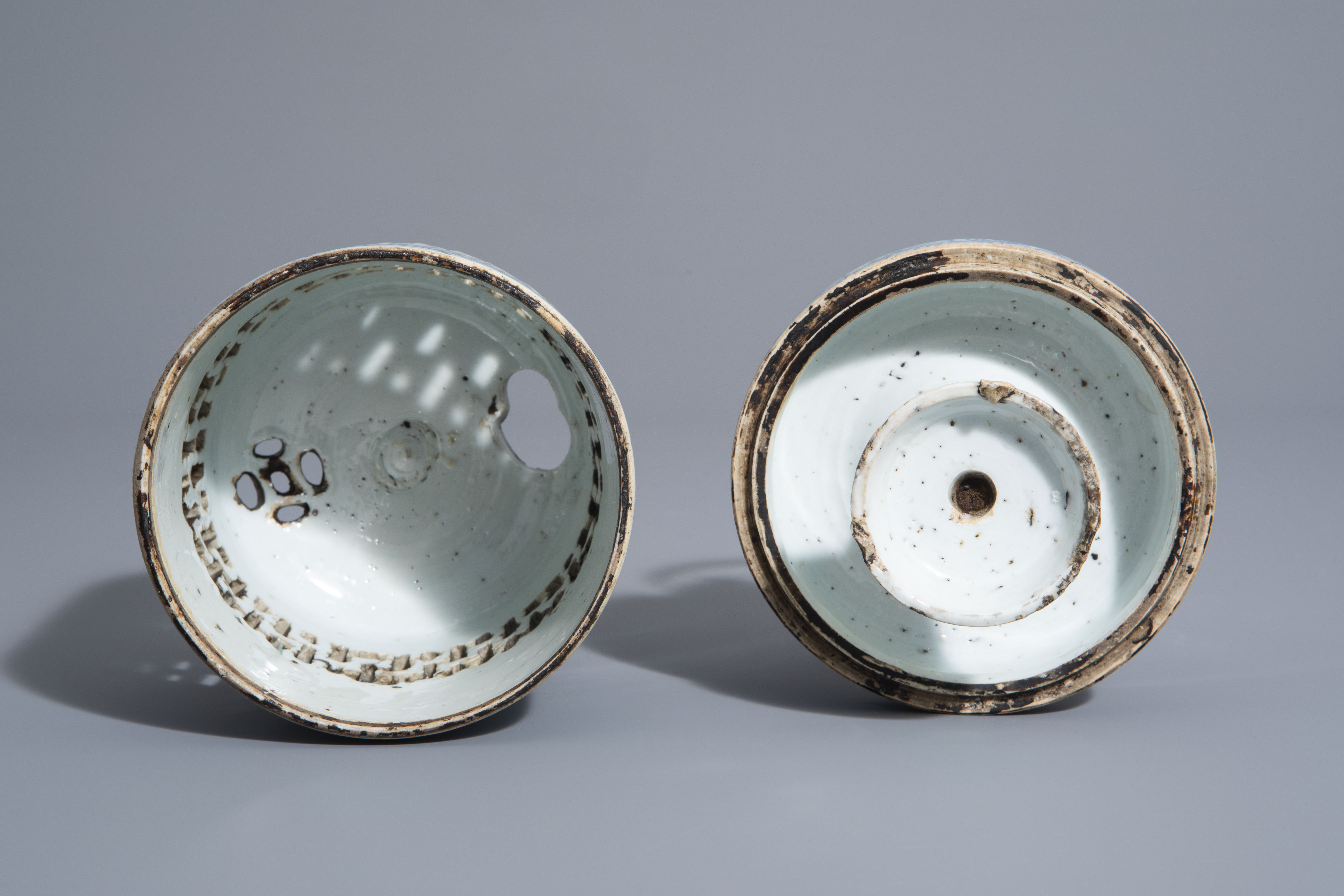 A Chinese blue and white charger and a Peranakan or Straits market night light, Kangxi and 19th C. - Image 8 of 9